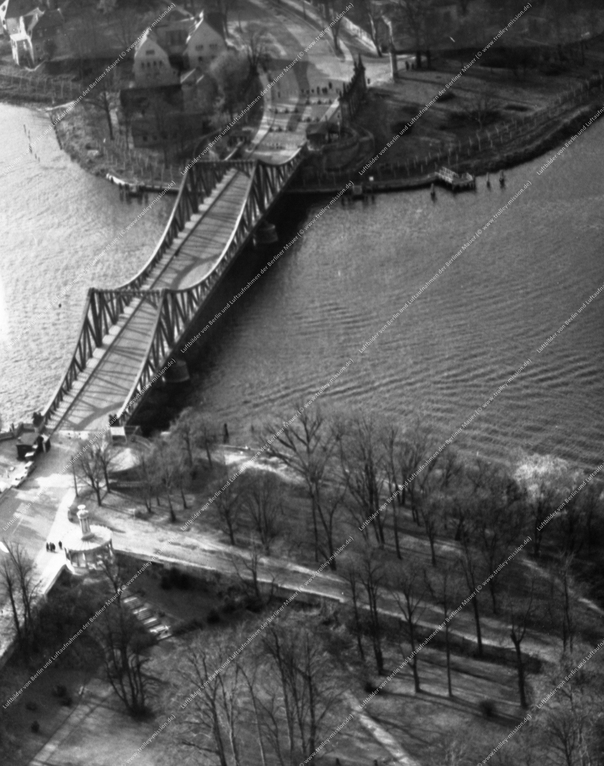 Berlin Luftbild Glienicker Brücke (Bild 007)