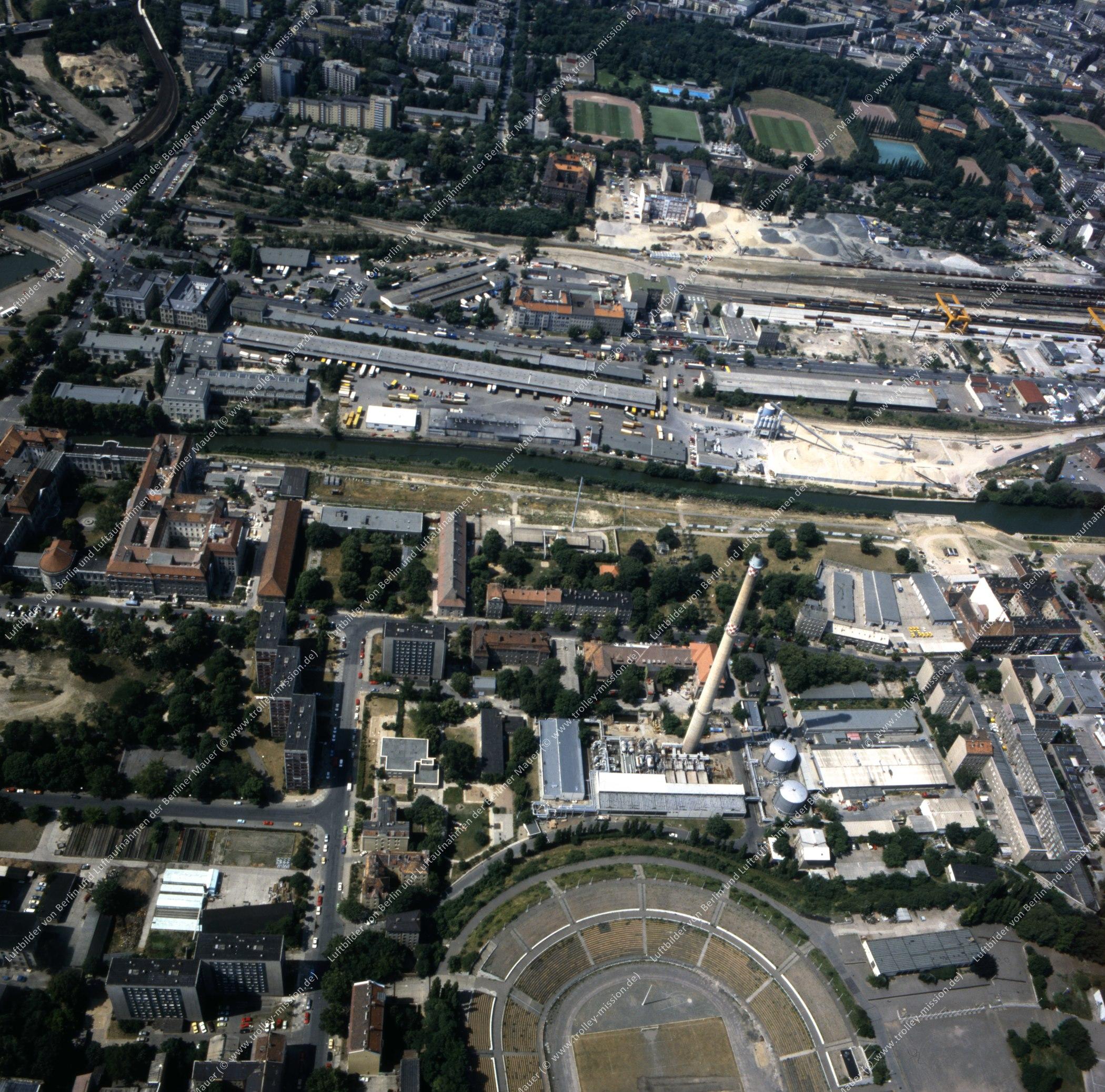 Invalidenpark und Heizkraftwerk der Berliner Städtischen Elektrizitätswerke AG (Bewag) im Bezirk Berlin-Mitte - Luftbild nach der deutschen Wiedervereinigung (Bild 142)