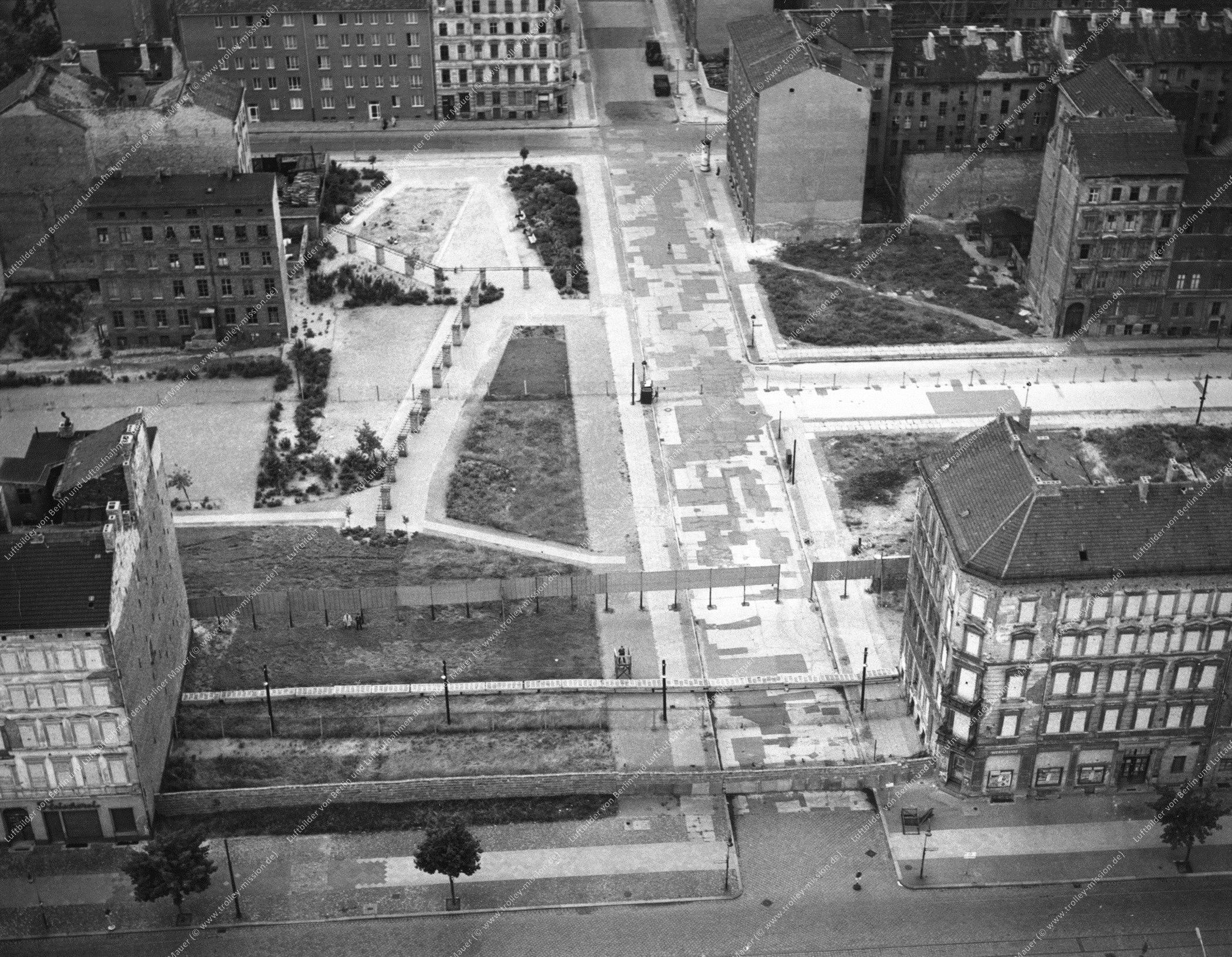 Berlin Luftbild Kreuzung Bernauer Straße und Ruppiner Straße (Bild 036)