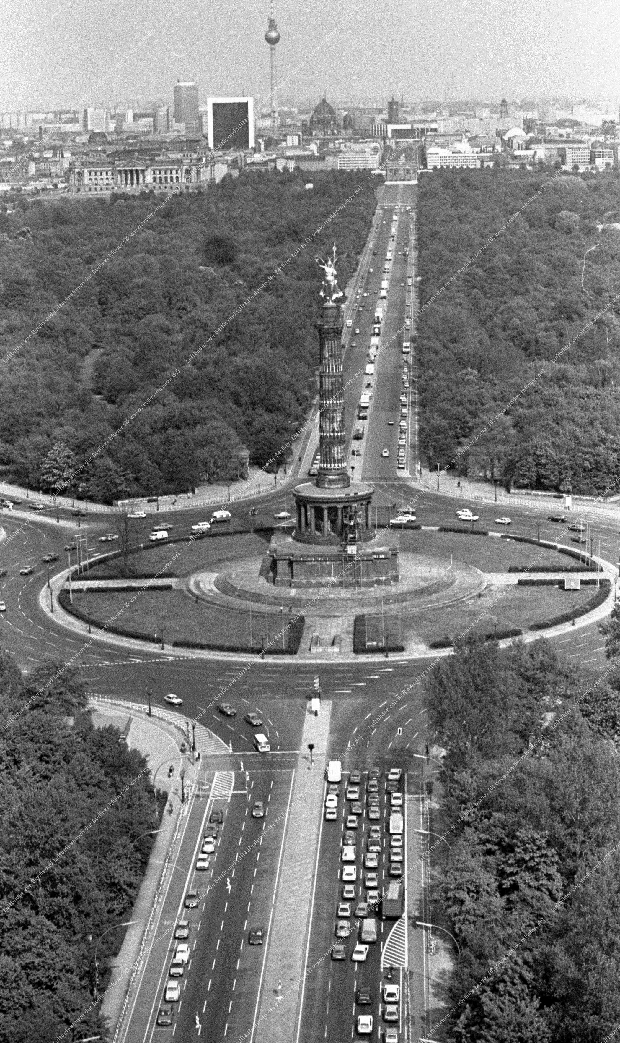 Berlin Luftbild Siegessäule am Großen Stern vom 12. Mai 1982 (Bild 053)