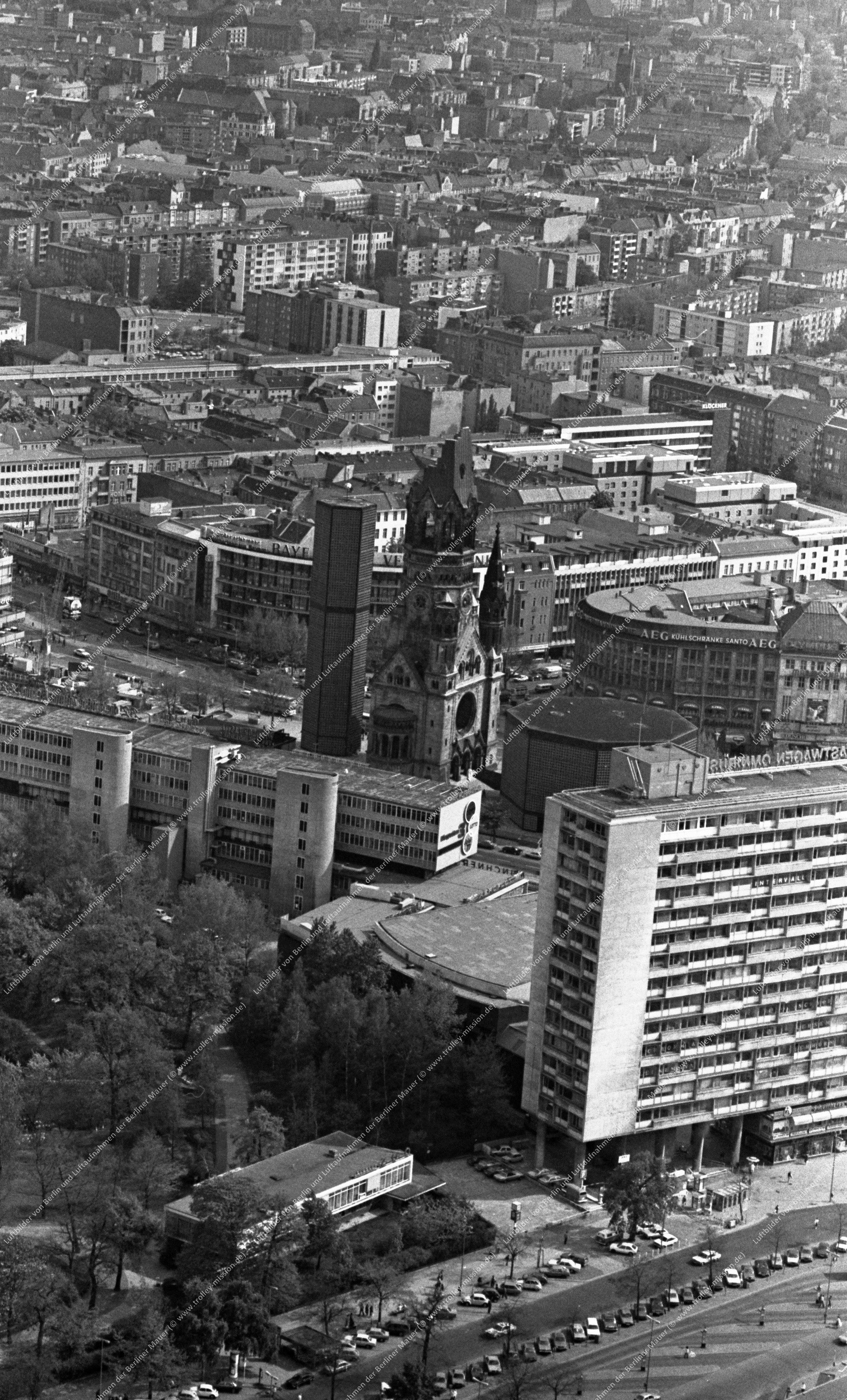 Berlin Luftbild Kaiser-Wilhelm-Gedächtniskirche vom 12. Mai 1982 (Bild 085)