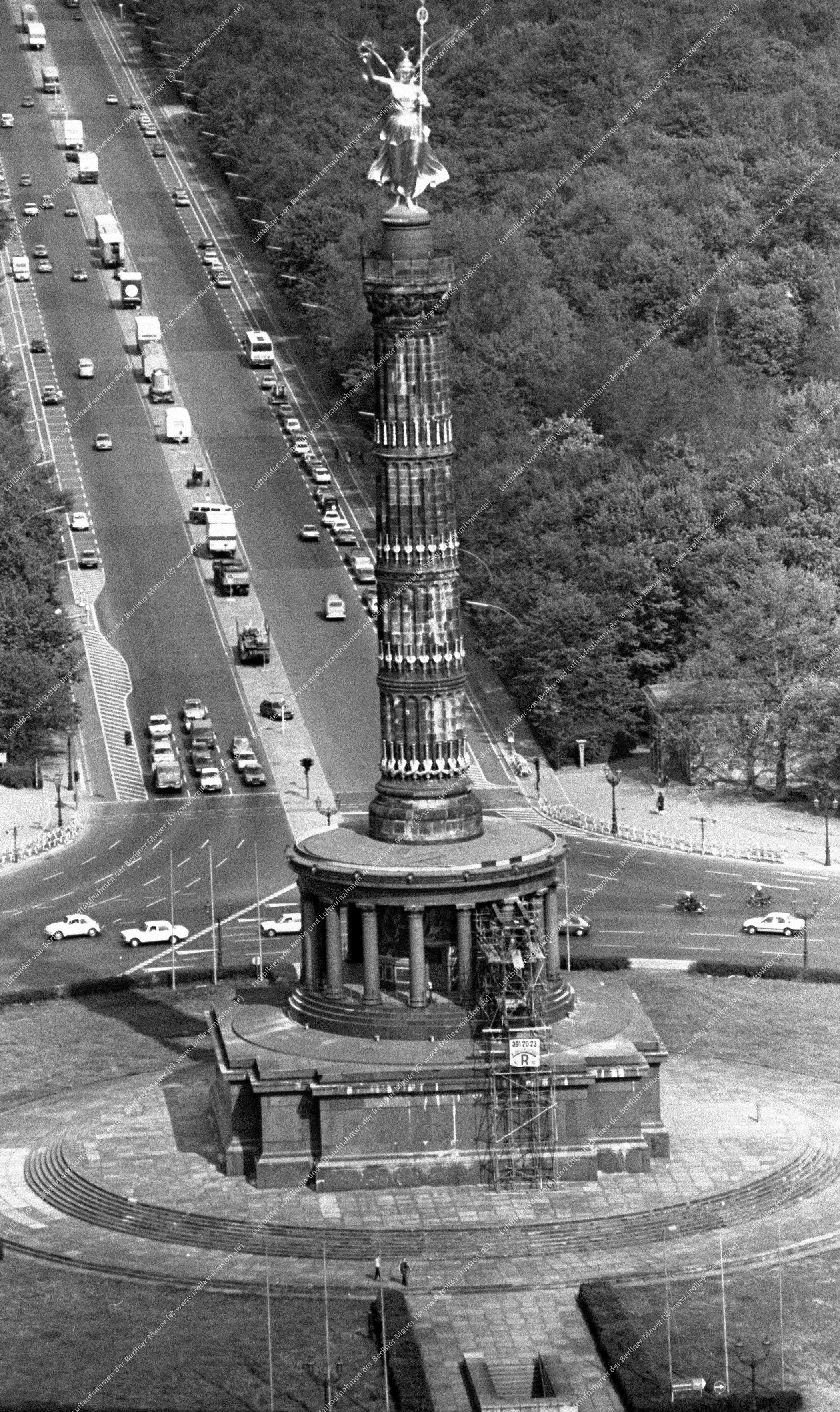 Berlin Luftbild Siegessäule am Großen Stern vom 12. Mai 1982 (Bild 054)