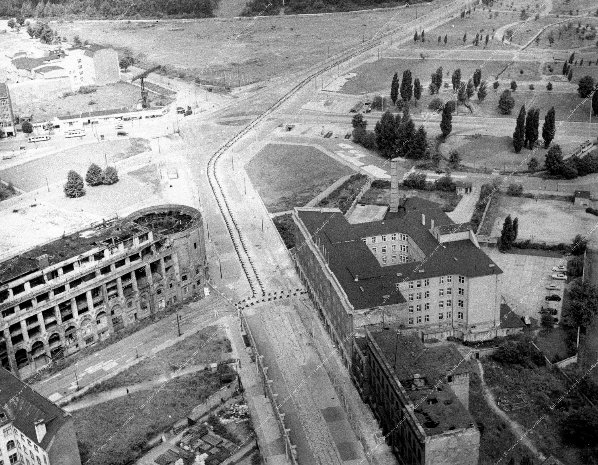 Luftbild der Ruinen und Trümmer vom Haus Vaterland am Potsdamer Platz in Berlin (Bild 038)