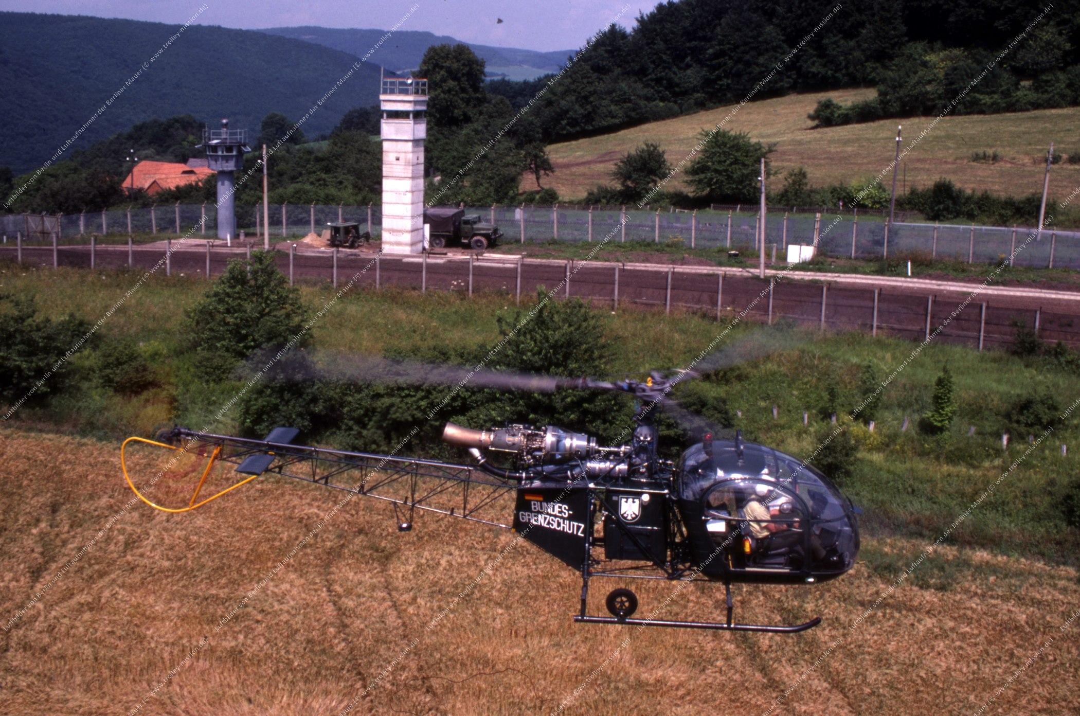 Vermutlich innerdeutsche Grenze (BRD/DDR) Hubschrauber und Bundesgrenzschutz (Bild 120)