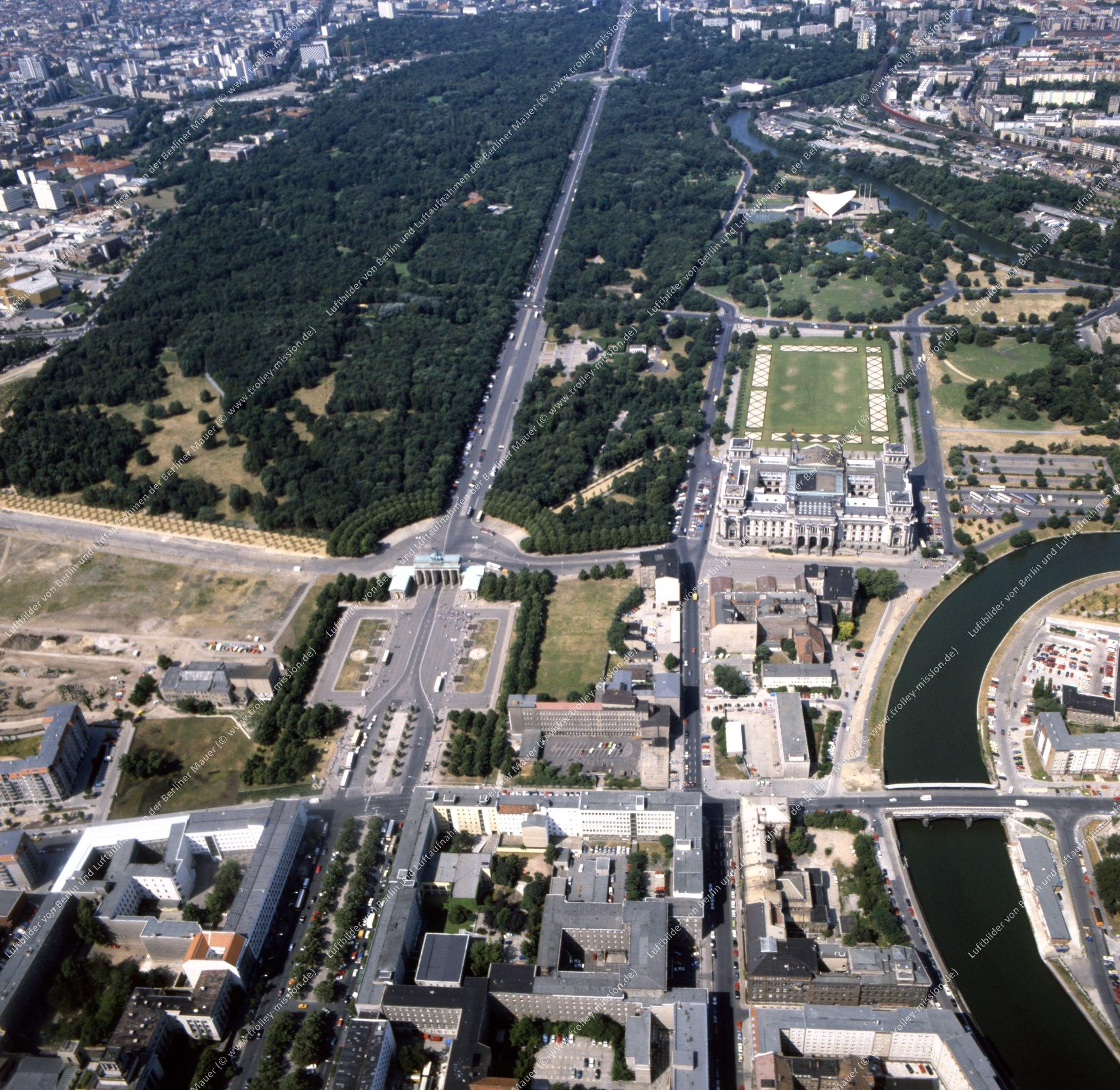 Brandenburger Tor und Reichstag - Rundflug (Luftbild) nach der deutschen Wiedervereinigung (Bild 139)