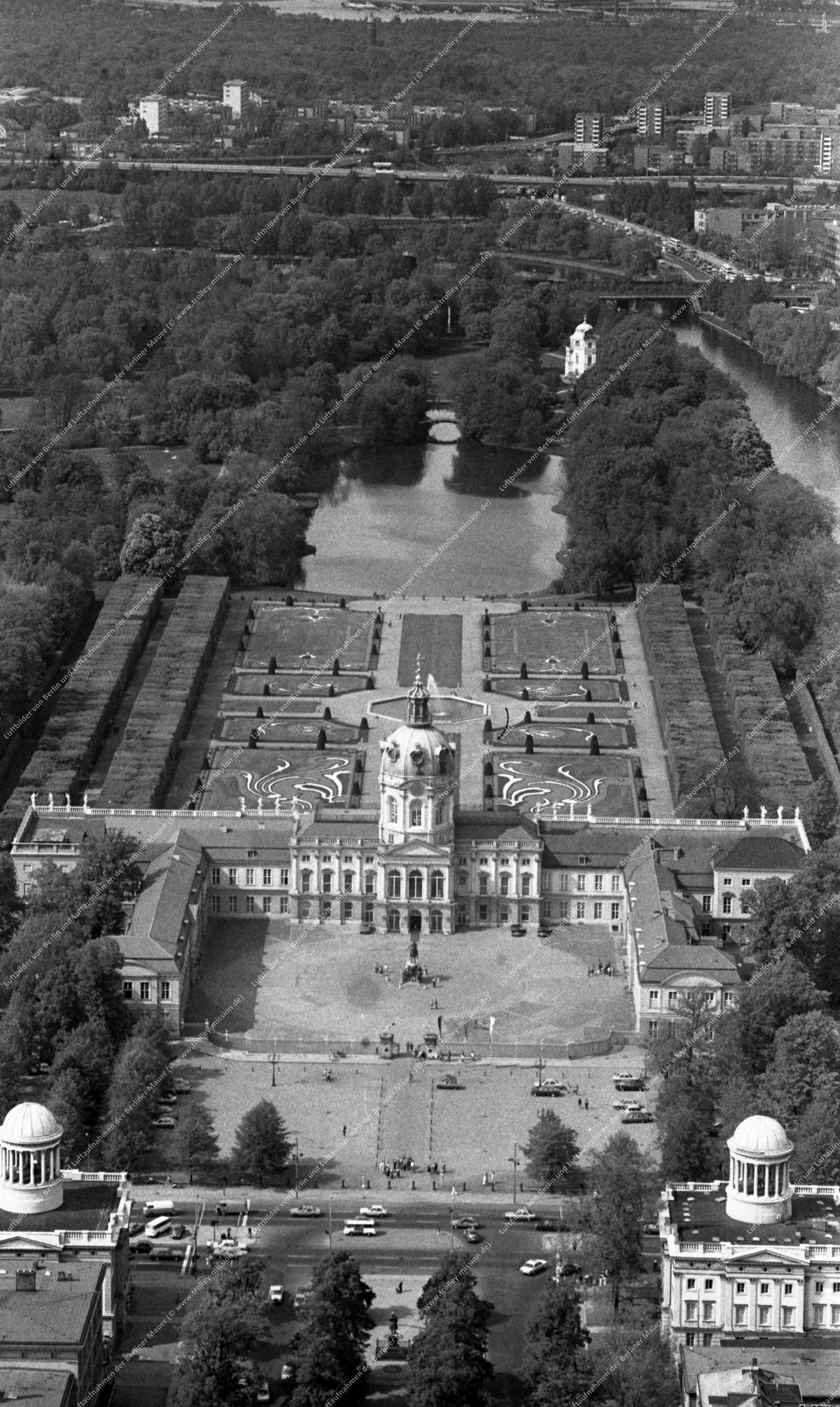 Berlin Luftbild Schloß Charlottenburg vom 12. Mai 1982 (Bild 070)