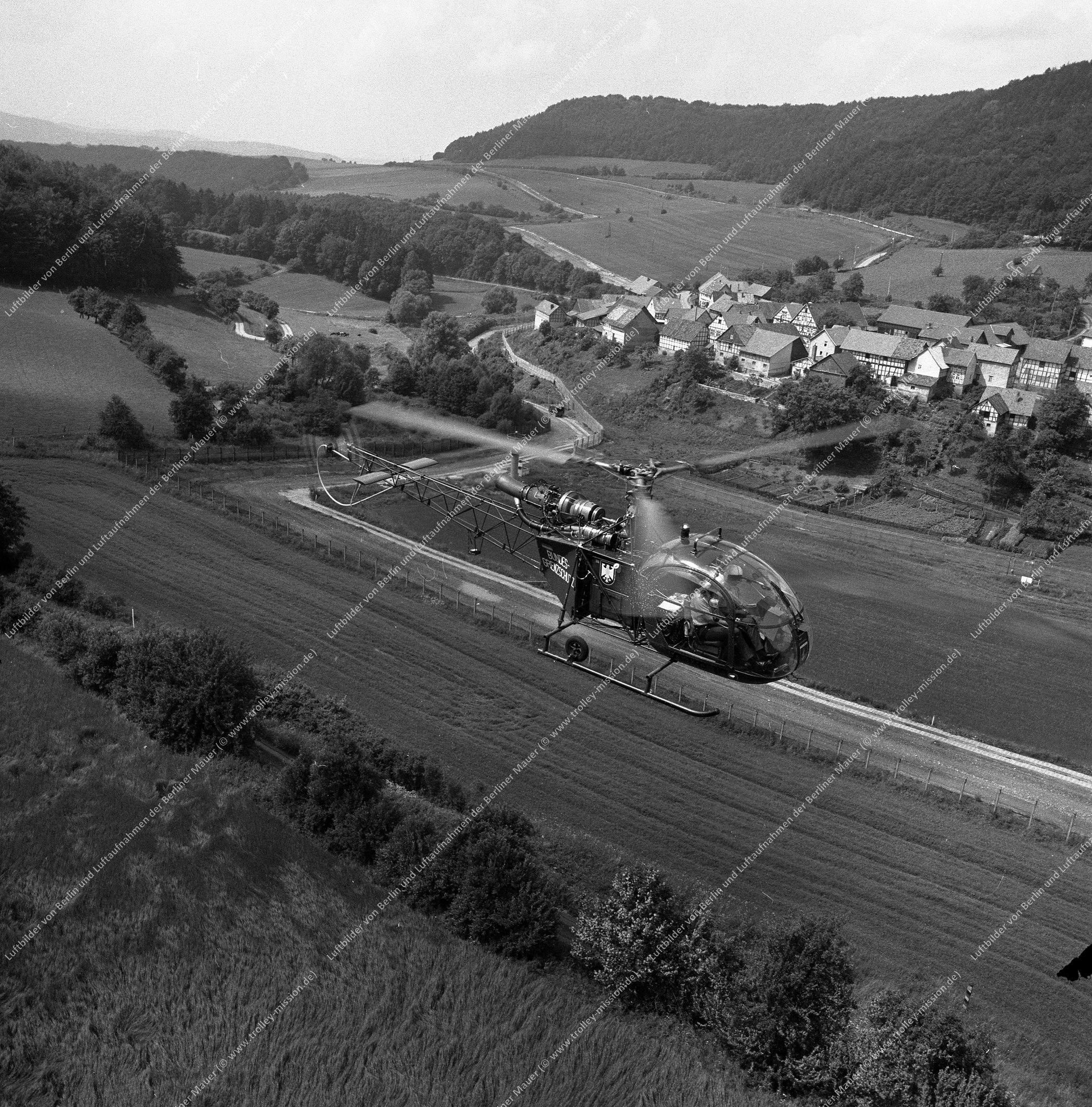 Vermutlich innerdeutsche Grenze (BRD/DDR) Hubschrauber und Bundesgrenzschutz (Bild 115)