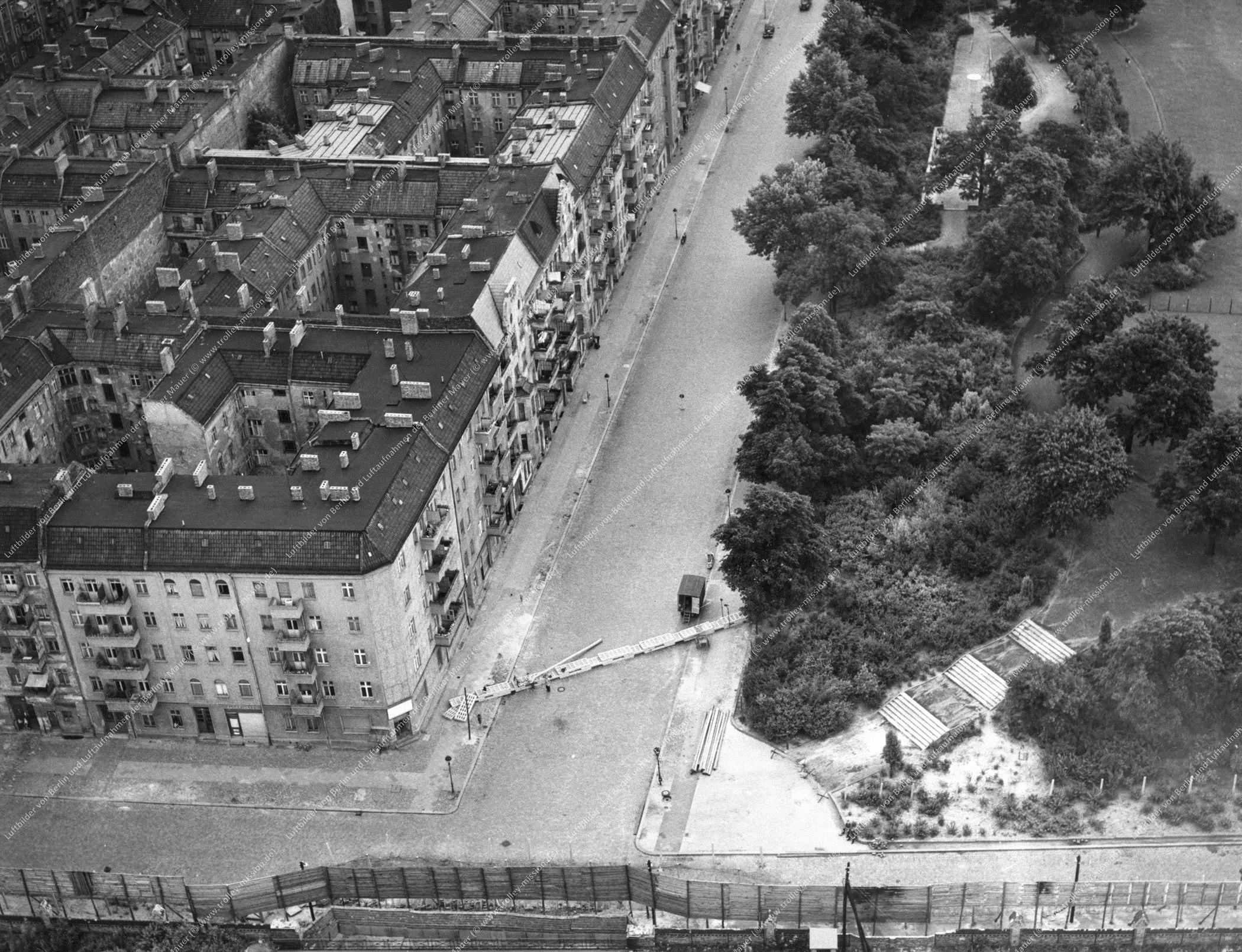 Luftbild Gleimstraße und Schwedter Straße in Ost-Berlin (Bild 035)