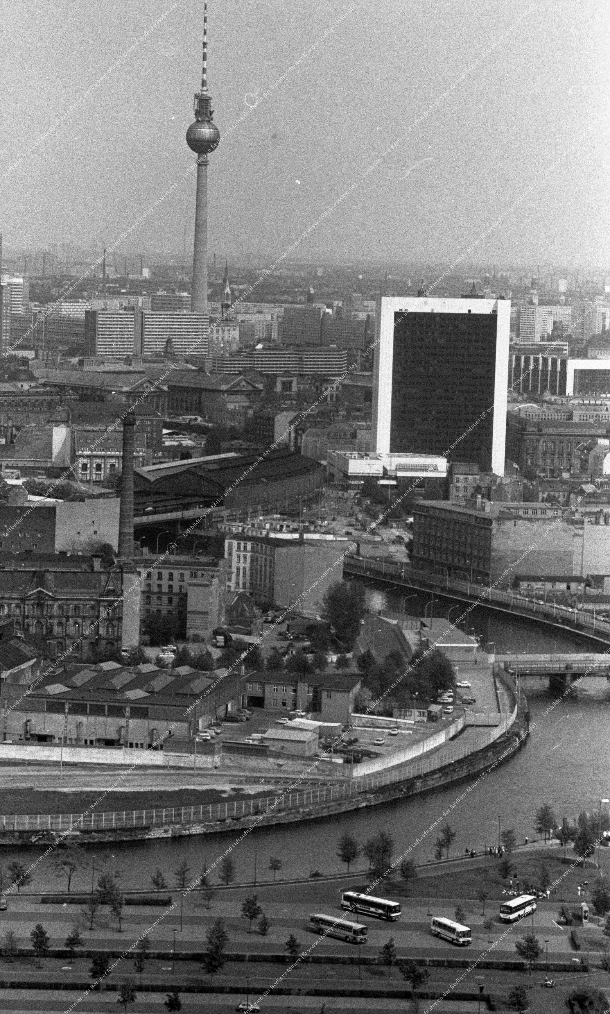 Luftbild vom Reichstagsufer an der Marschallbrücke vom 12. Mai 1982 (Bild 107)
