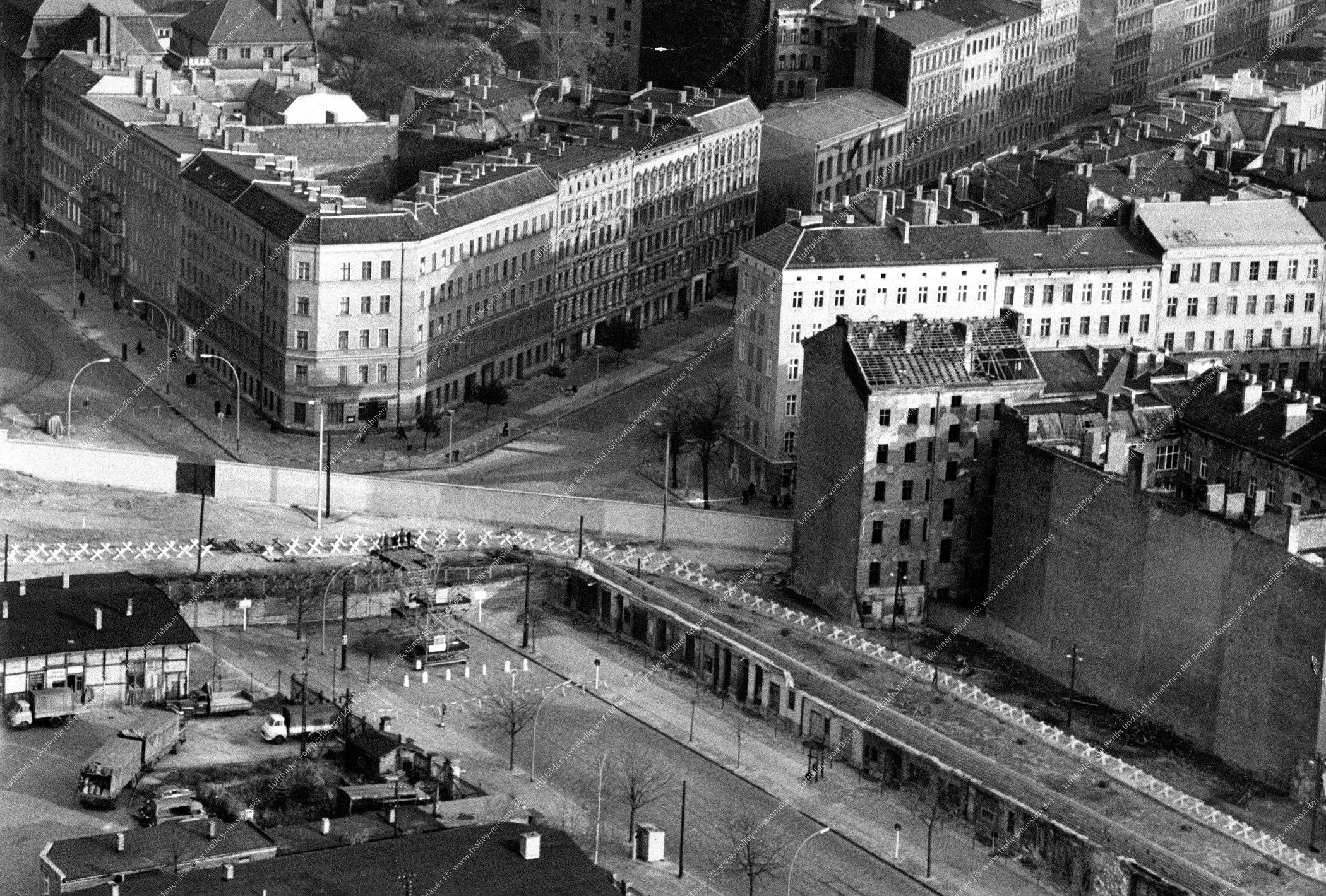 Berlin Luftbild Bernauer Straße, Schwedter Straße und Oderberger Straße vom 11. August 1968 (Bild 046)