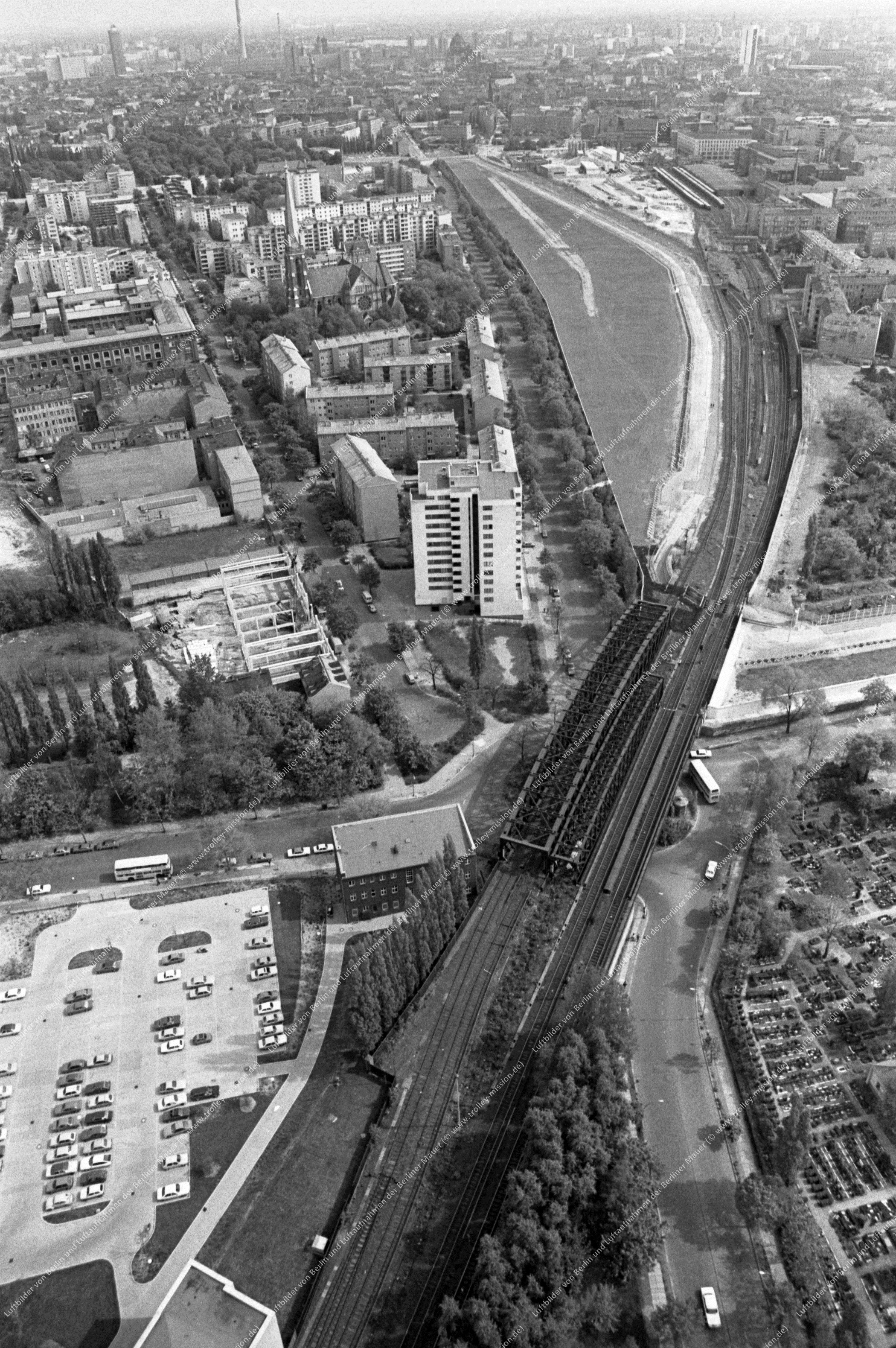Berlin Luftbild Gartenstraße mit Liesenbrücken und Scheringstraße vom 12. Mai 1982 (Bild 089)
