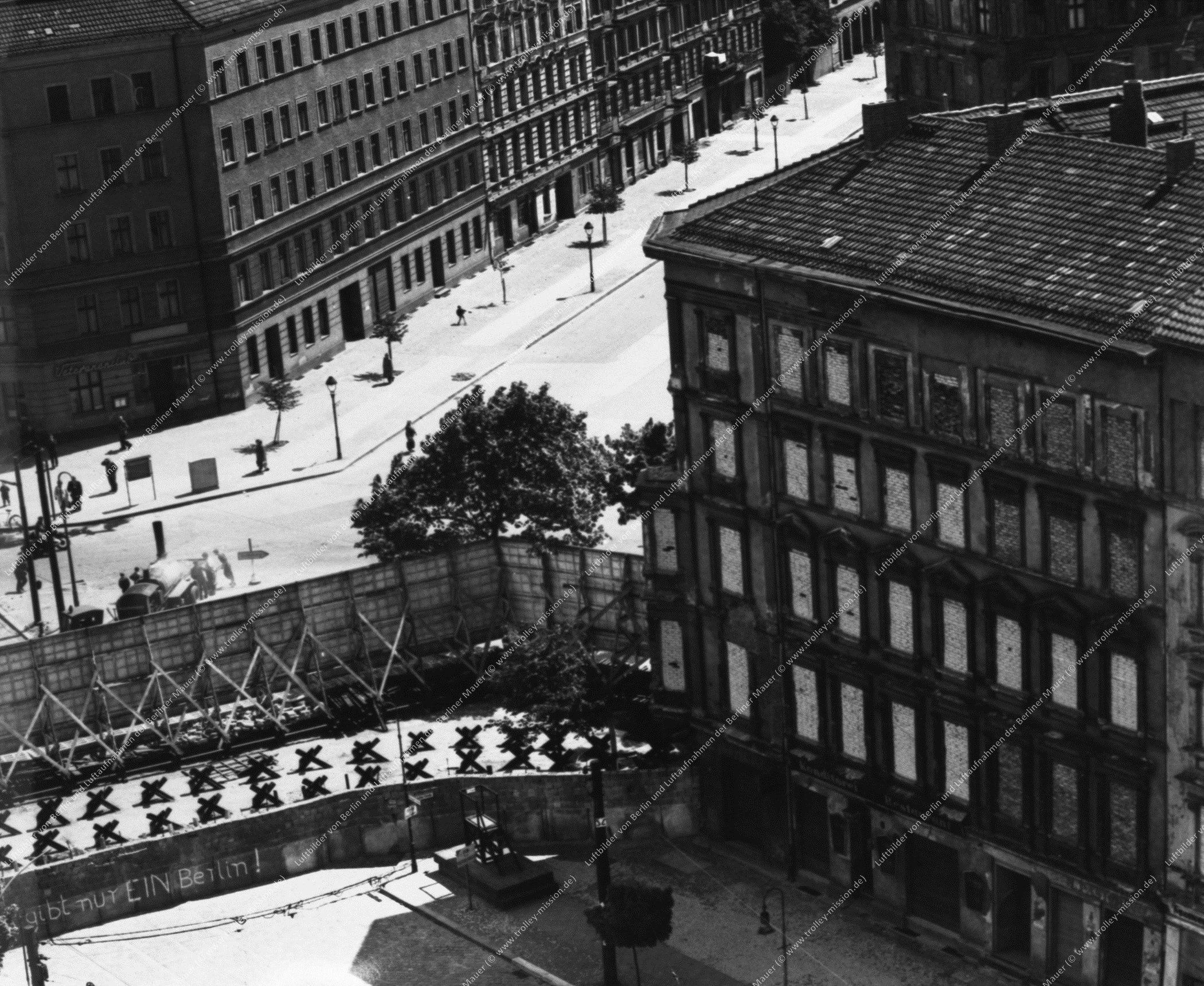 Berlin Luftbild Bernauer Straße, Schwedter Straße und Oderberger Straße (Bild 010)
