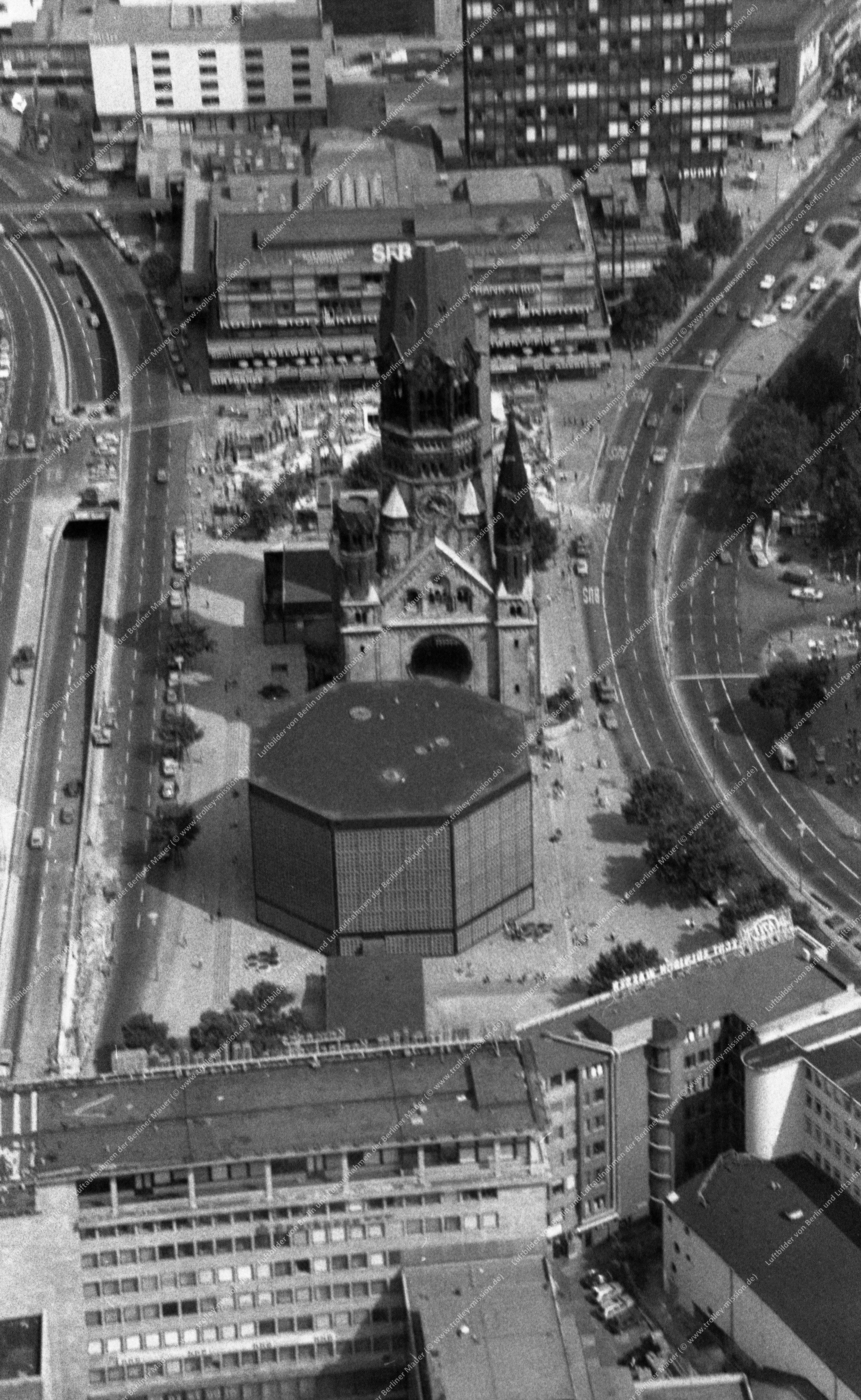 Berlin Luftaufnahme Kaiser-Wilhelm-Gedächtniskirche vom 9. März 1982 (Bild 083)