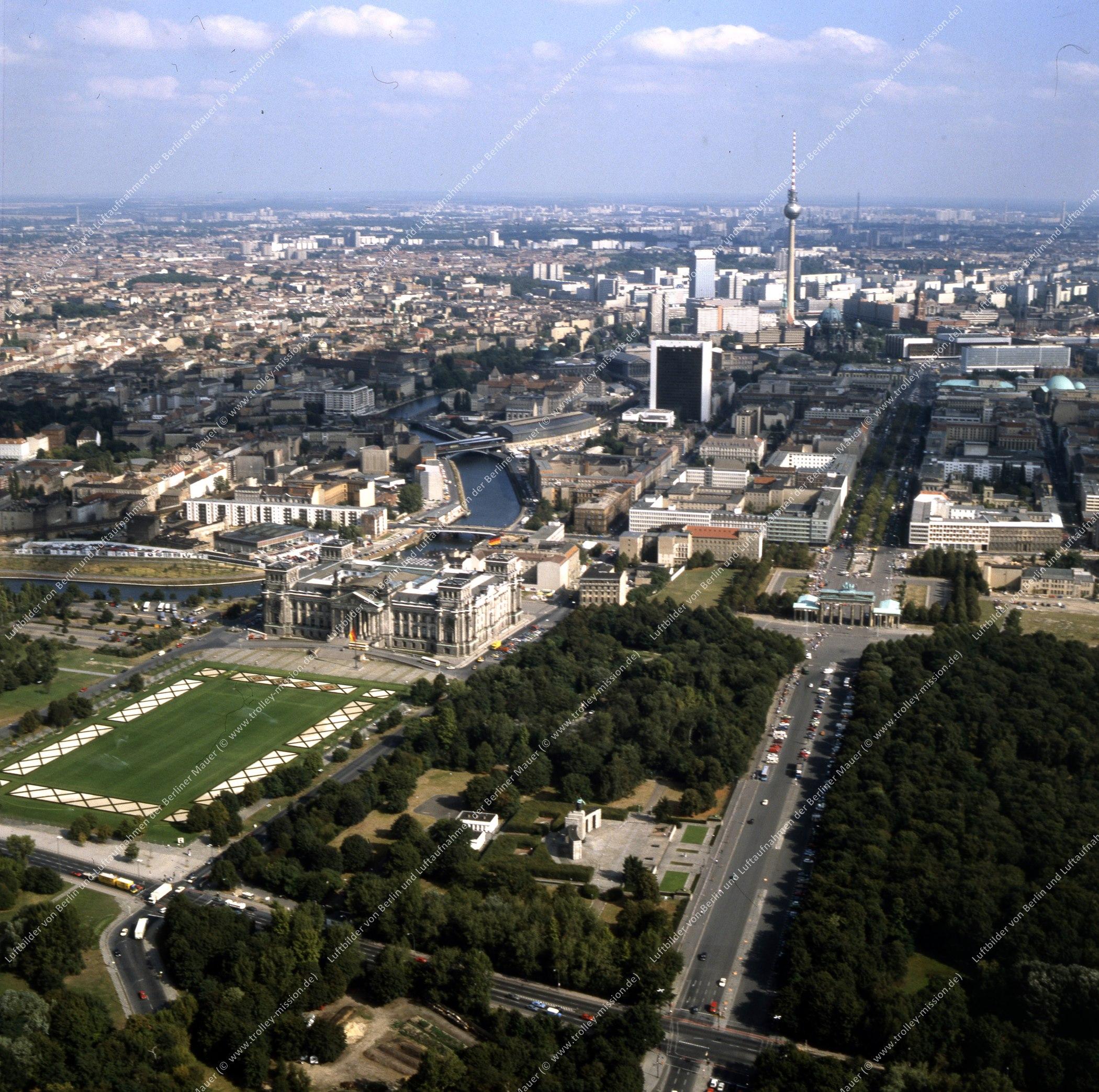 Brandenburger Tor und Reichstag - Rundflug (Luftbild) nach der deutschen Wiedervereinigung (Bild 133)