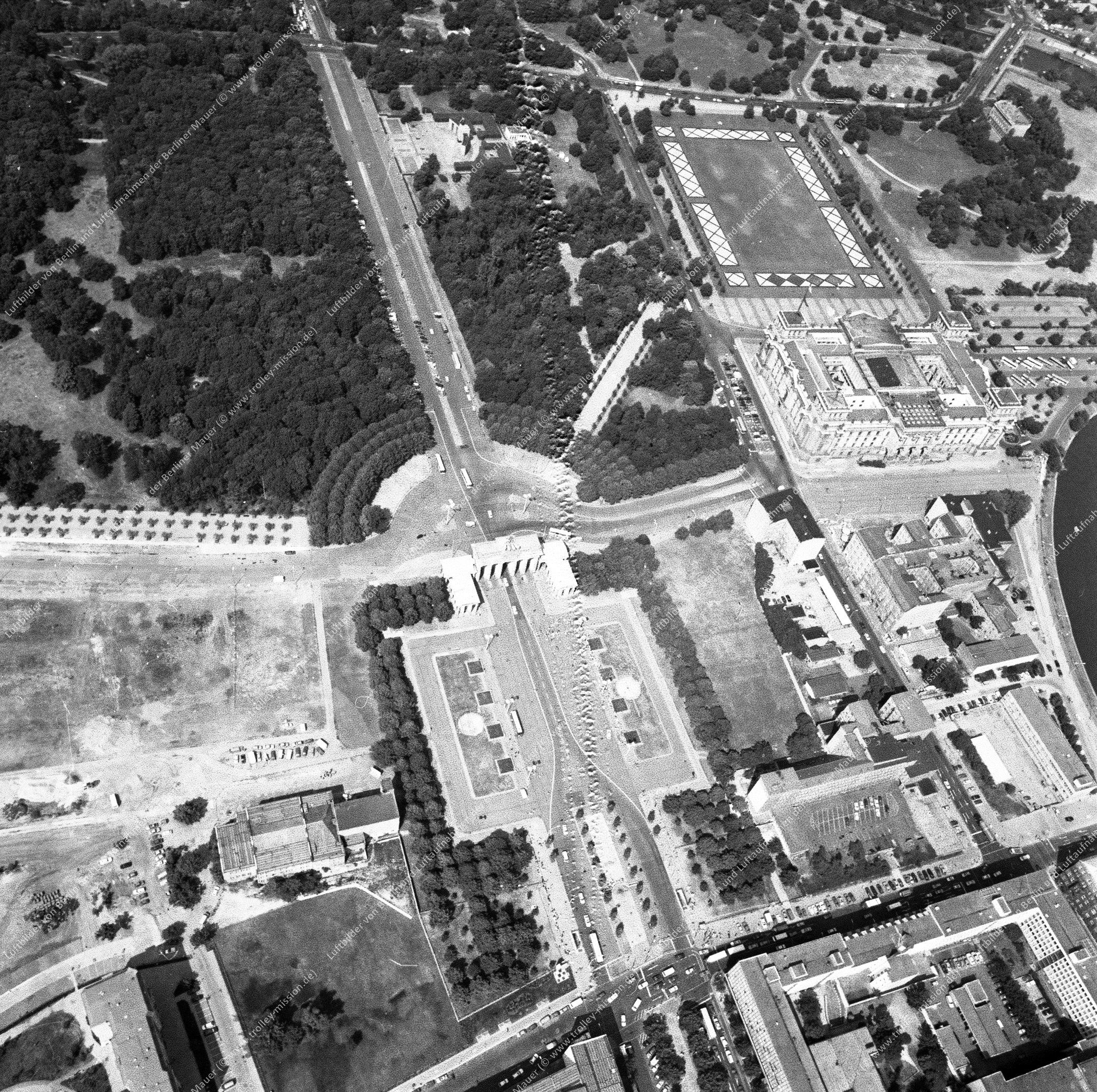 Reichstag, Brandenburger Tor und Paris Platz nach der deutschen Wiedervereinigung (Bild 128)