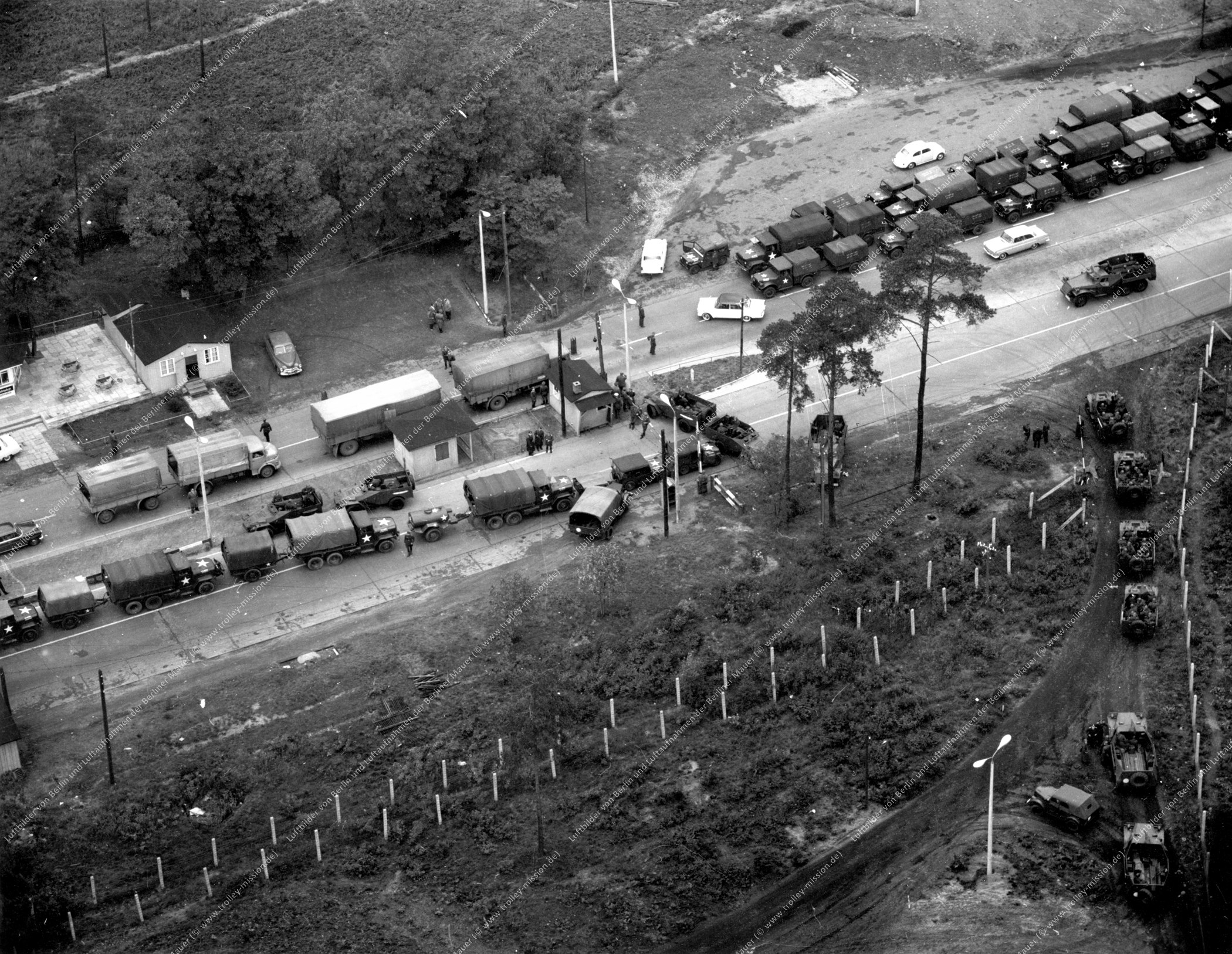Luftbild alter Checkpoint Bravo - Kontrollpunkt Dreilinden und Teltowkanalbrücke vom 12. November 1963 (Bild 015)