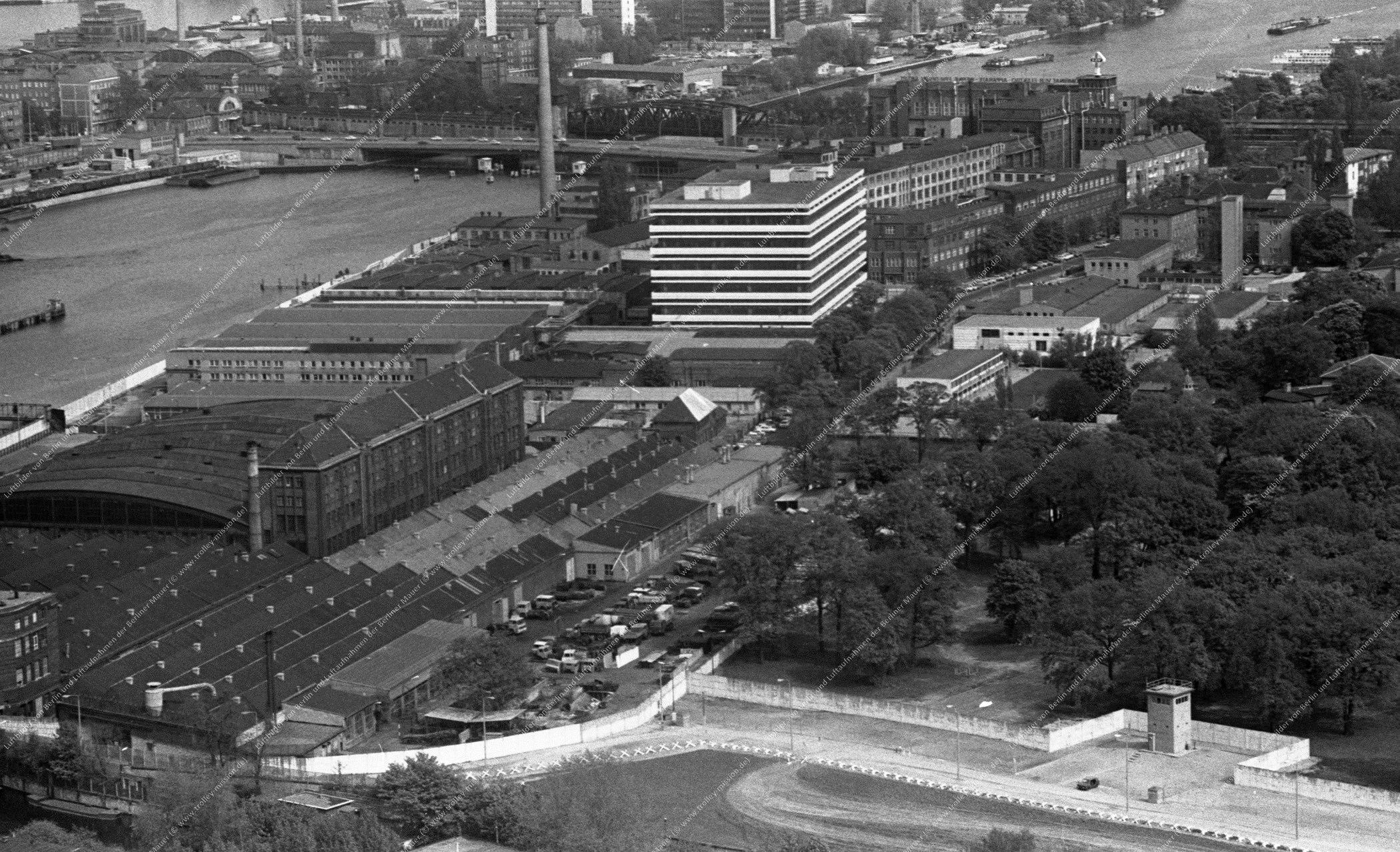 Luftbild der Grenzanlagen hinter der Lohmühleninsel in Ost-Berlin vom 12. Mai 1982 (Bild 108)