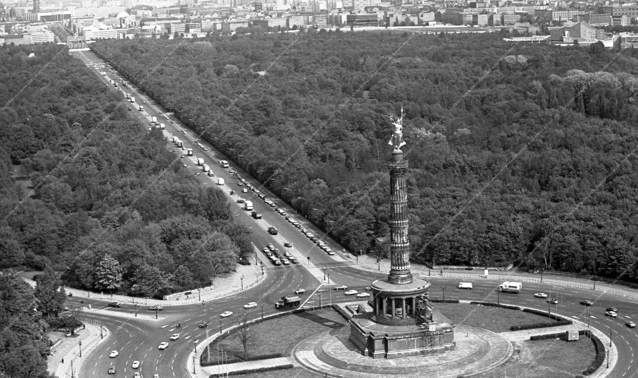 Berlin Luftbild Siegessäule am Großen Stern vom 12. Mai 1982 (Bild 056)
