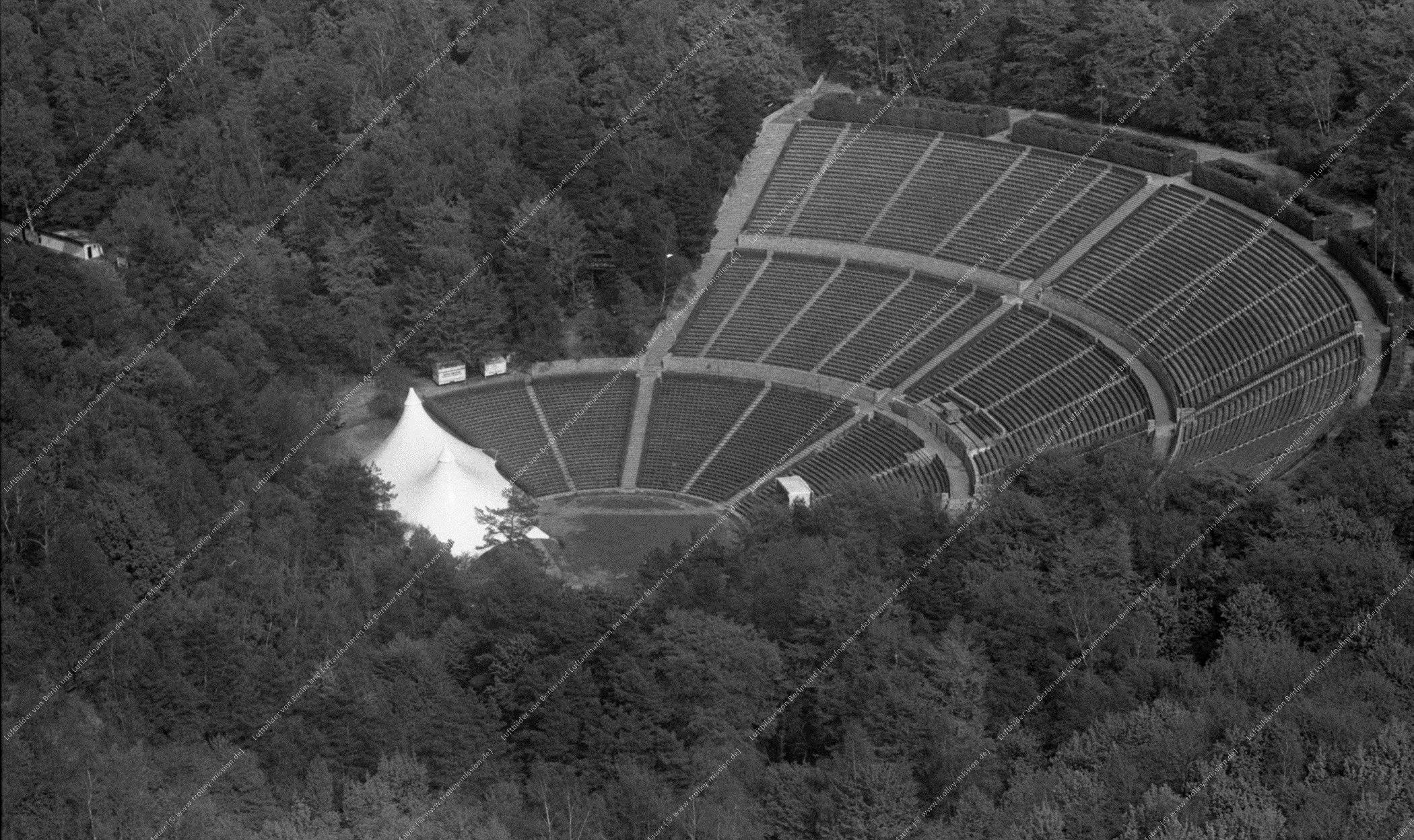 Luftbild der Berliner Waldbühne (Dietrich-Eckart-Freilichtbühne) beim Olympiapark (Reichssportfeld) vom 12. Mai 1982 (Bild 074)