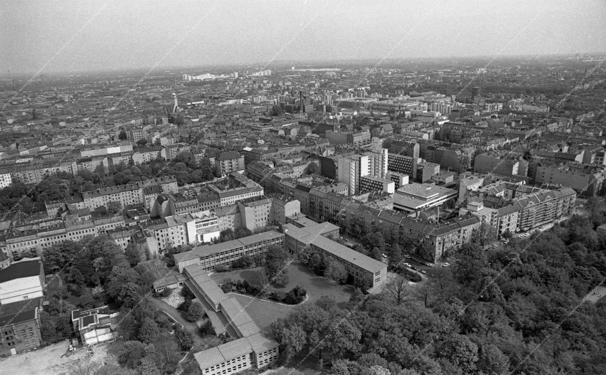 Luftbild der Hasenheide entlang der Karlsgartenstraße quer zur Fontanestraße am 12. Mai 1982 (Bild 102)