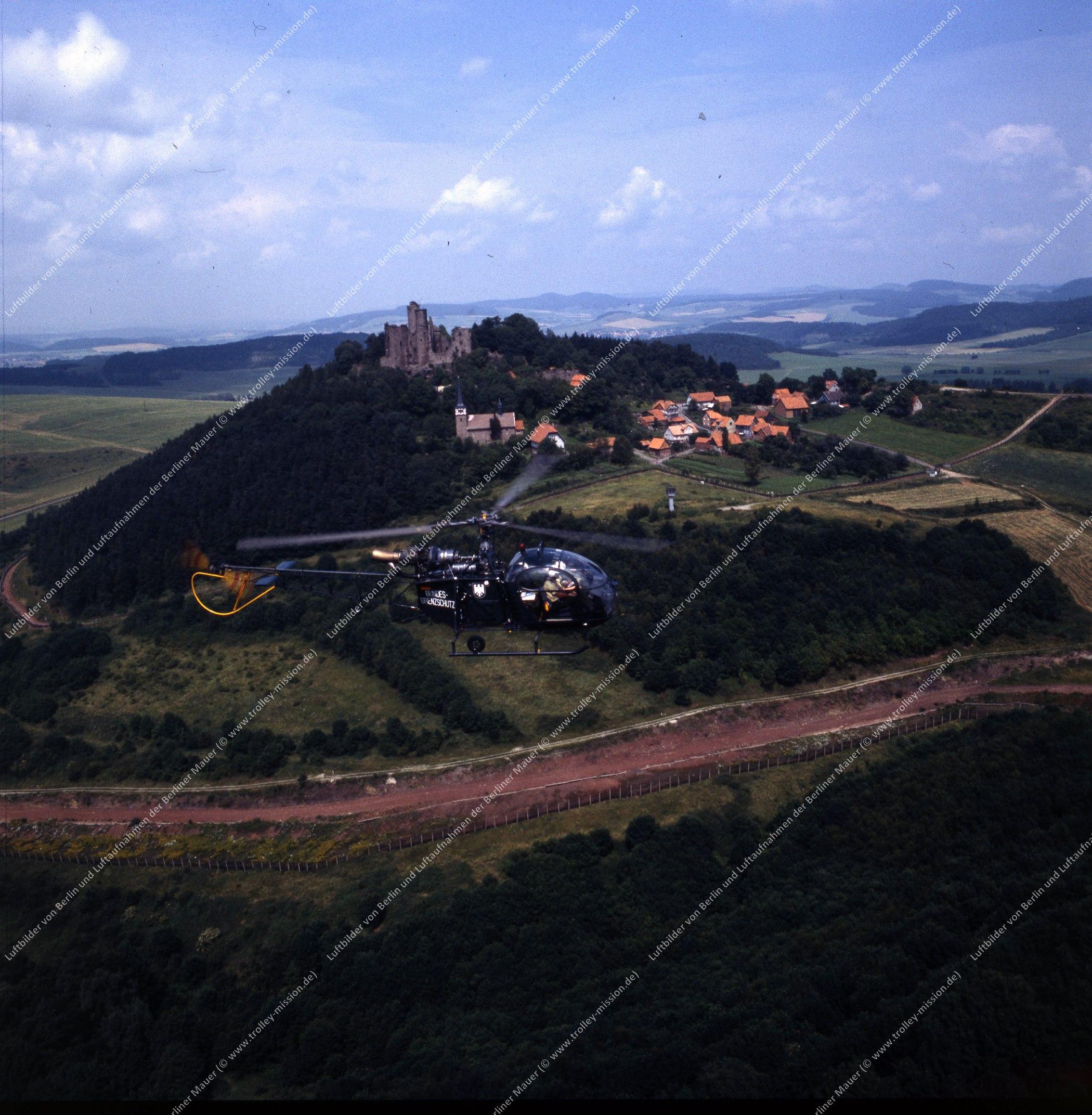 Vermutlich innerdeutsche Grenze (BRD/DDR) Hubschrauber und Bundesgrenzschutz (Bild 124)