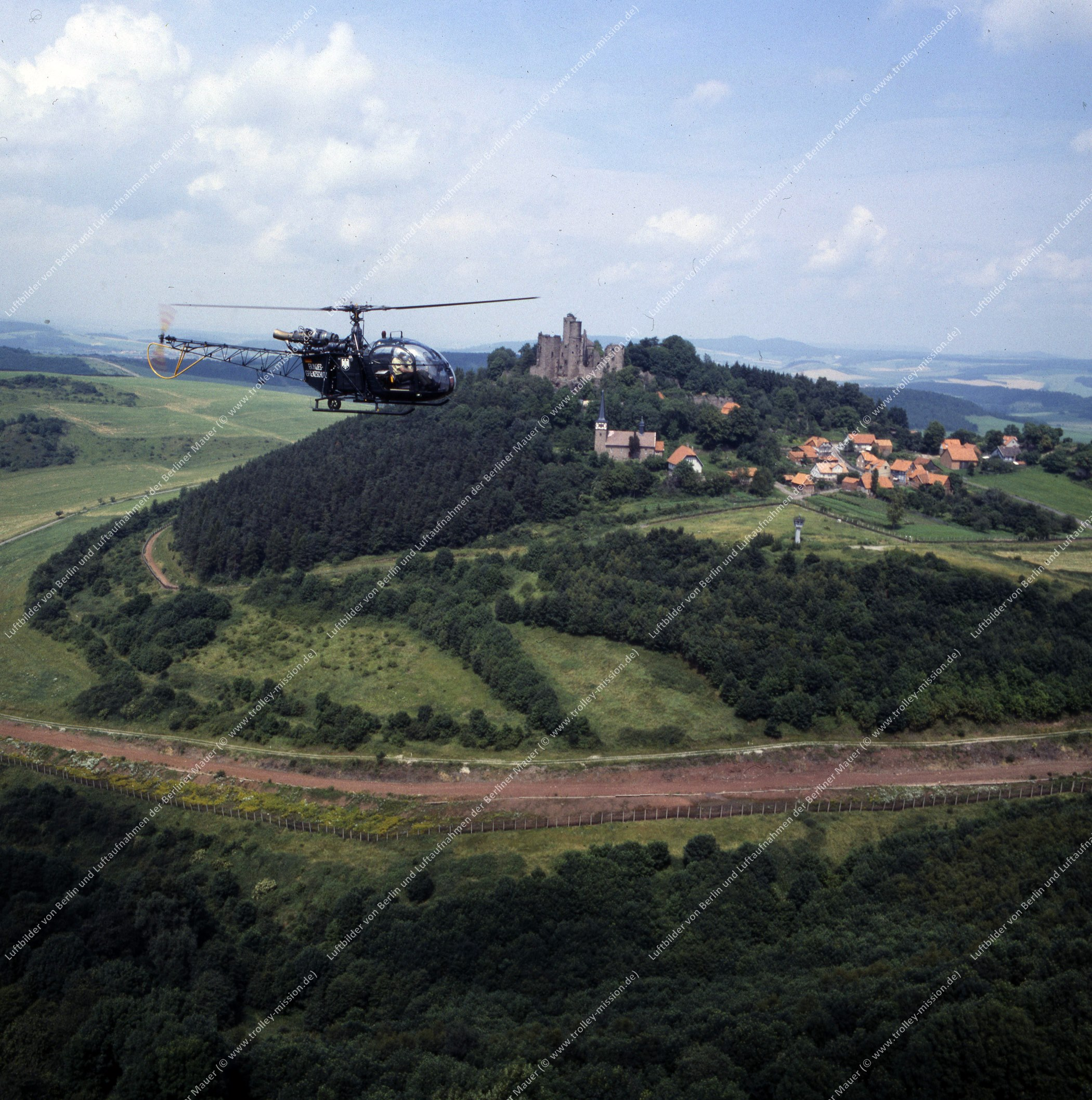 Vermutlich innerdeutsche Grenze (BRD/DDR) Hubschrauber und Bundesgrenzschutz (Bild 123)