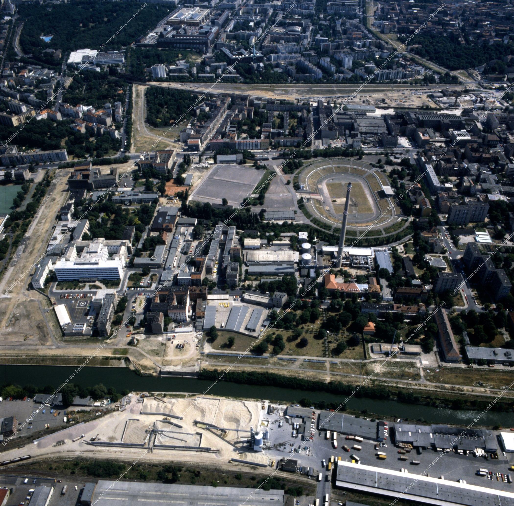 Invalidenpark und Heizkraftwerk der Berliner Städtischen Elektrizitätswerke AG (Bewag) im Bezirk Berlin-Mitte - Luftbild nach der deutschen Wiedervereinigung (Bild 143)