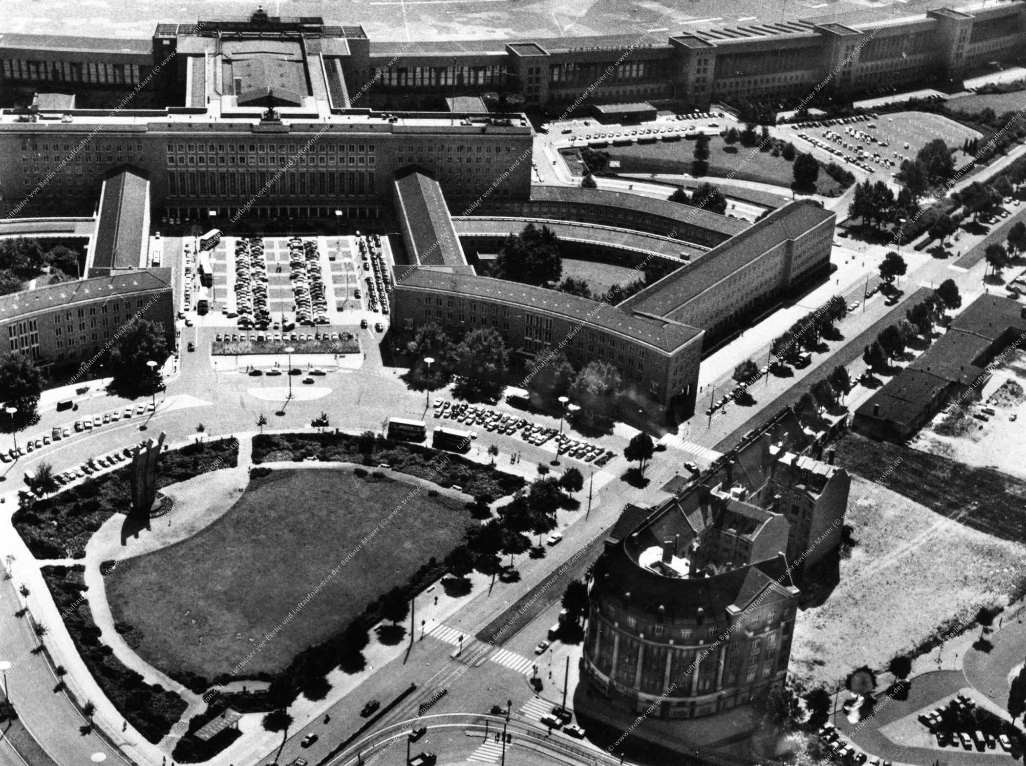 Flughafen Berlin-Tempelhof - Luftbild nach der deutschen Wiedervereinigung (Bild 131)