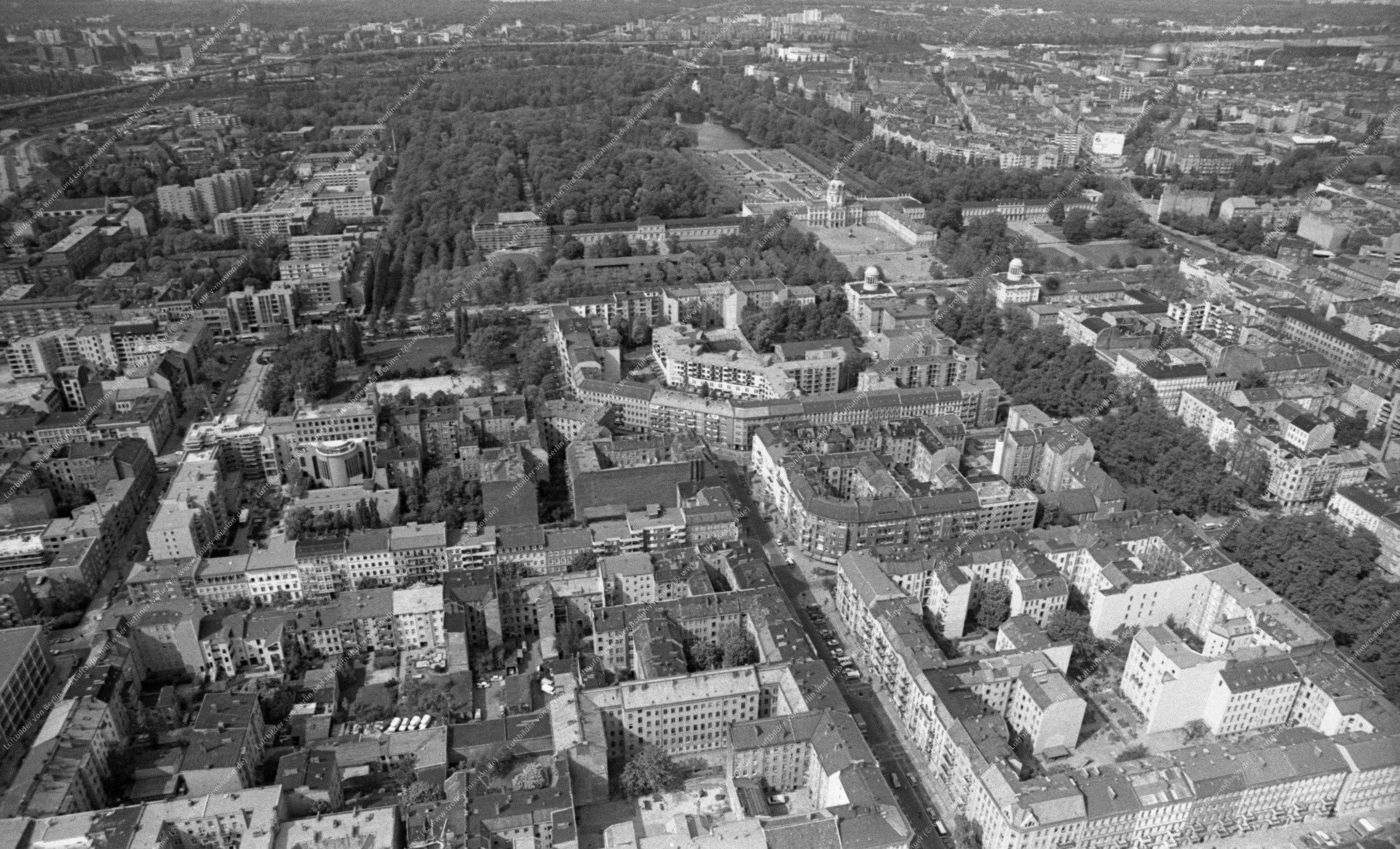 Berlin Schloß Charlottenburg Luftbild vom 12. Mai 1982 (Bild 095)