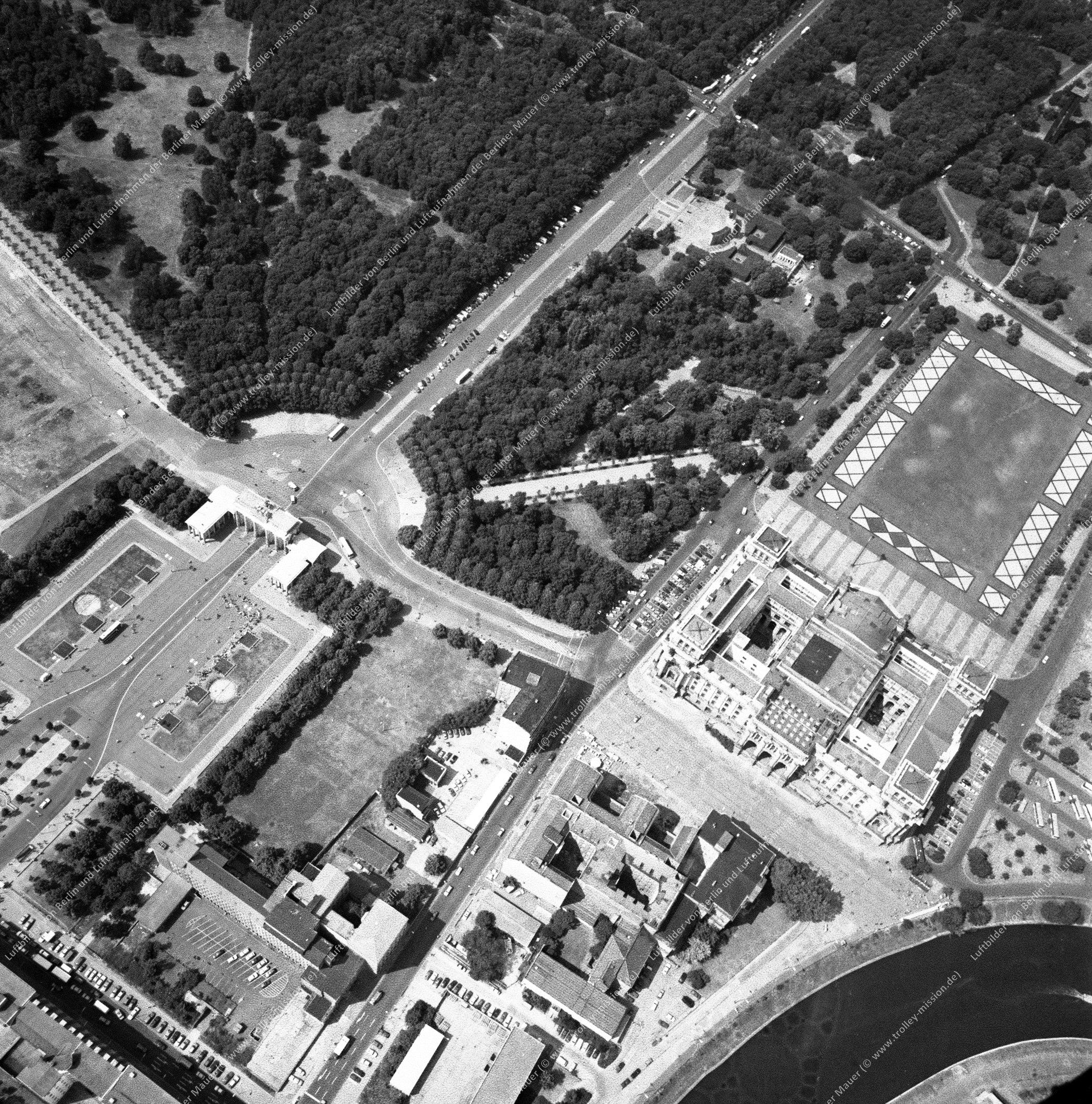 Reichstag, Brandenburger Tor und Paris Platz nach der deutschen Wiedervereinigung (Bild 130)