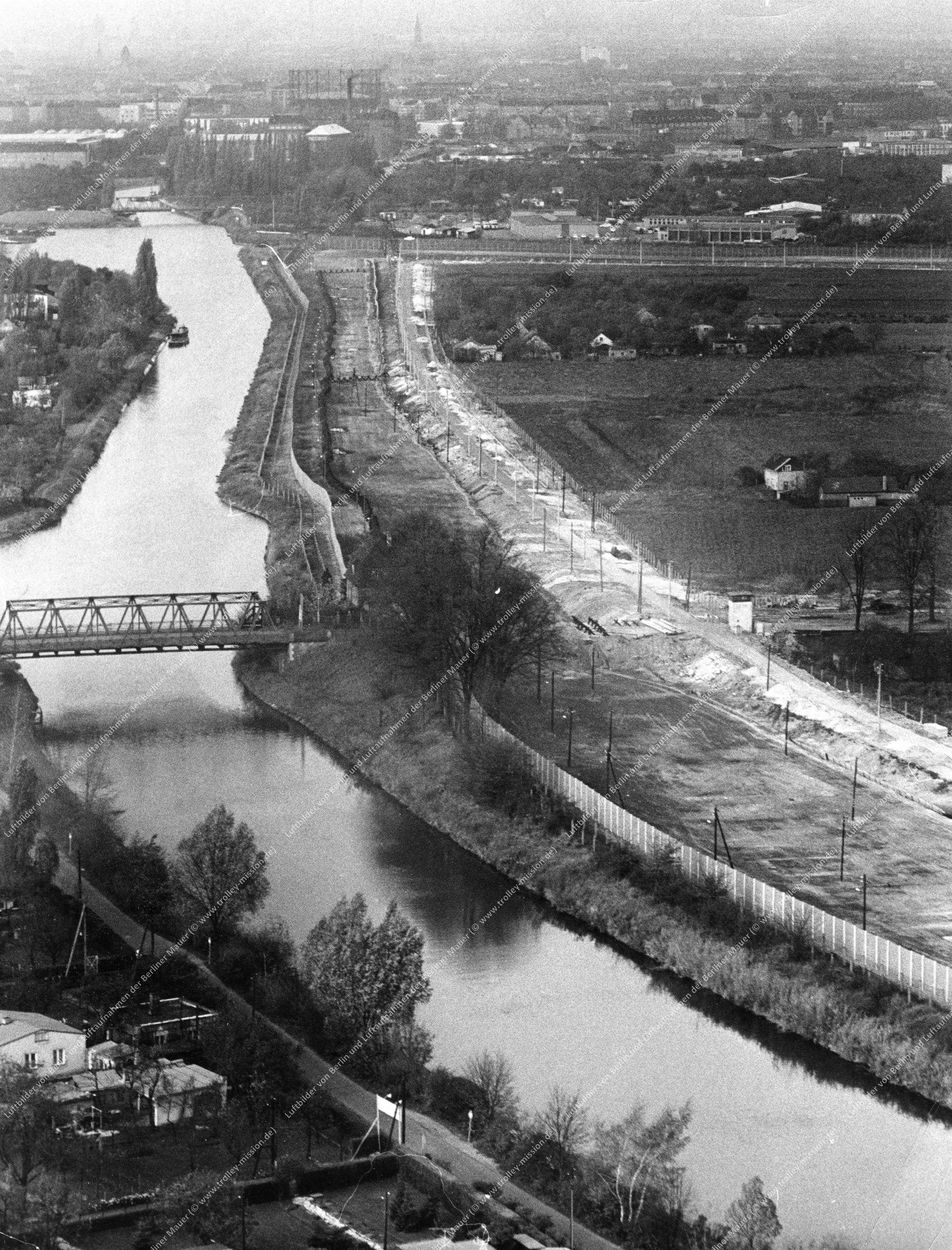 Berlin Luftbild Alte Späthbrücke am Teltow-Kanal vom 6. November 1967 (Bild 044)
