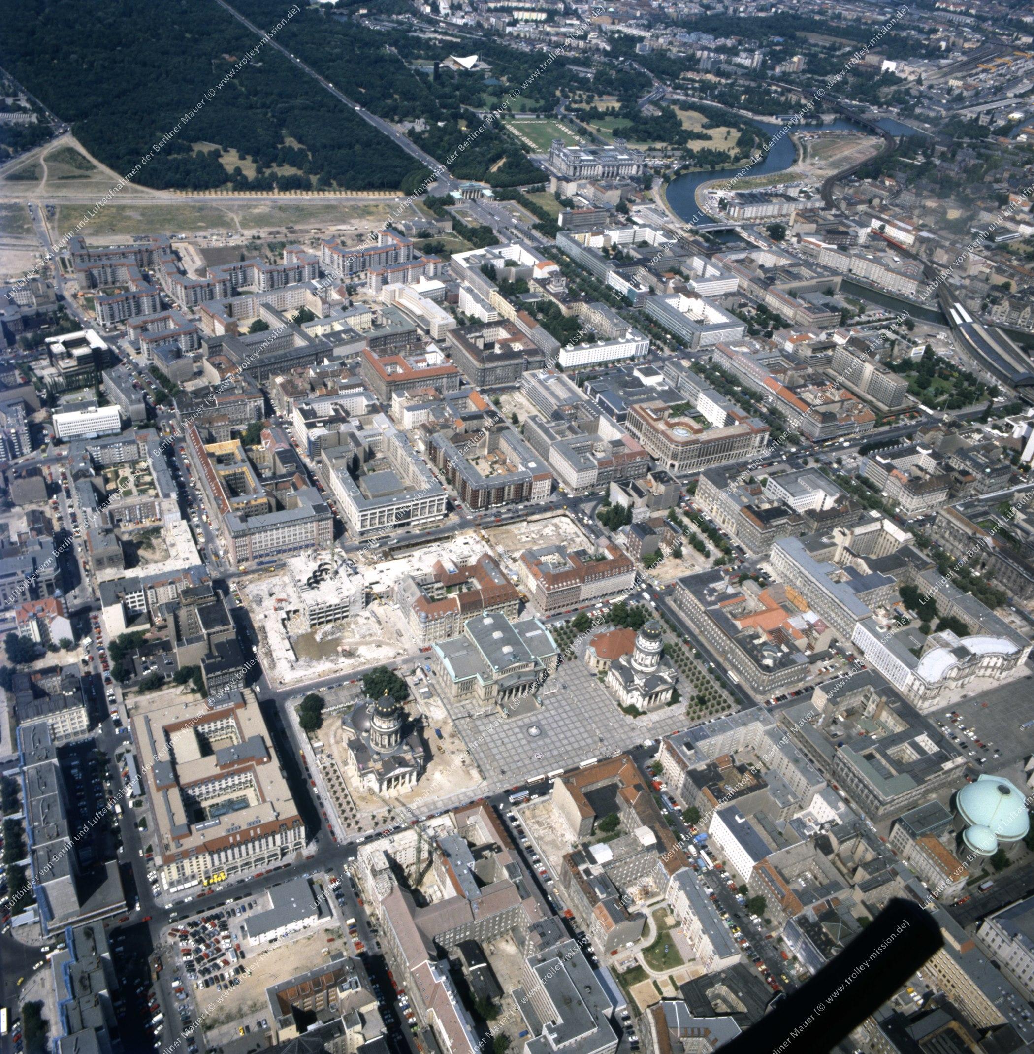 Gendarmenmarkt in Berlin - Luftbild nach der deutschen Wiedervereinigung (Bild 144)