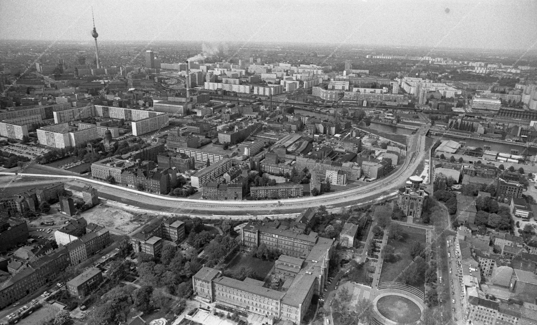 Berlin Luftbild Engeldamm mit St.-Thomas-Kirche vom 12. Mai 1982 (Bild 101)