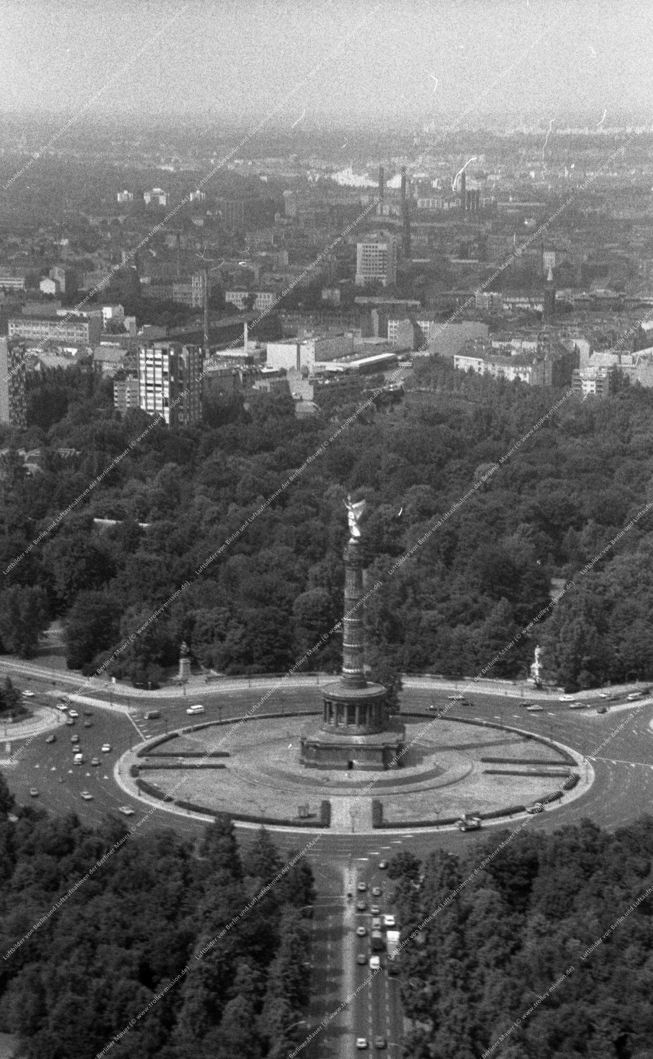 Berlin Luftbild Siegessäule am Großen Stern vom 9. März 1982 (Bild 051)