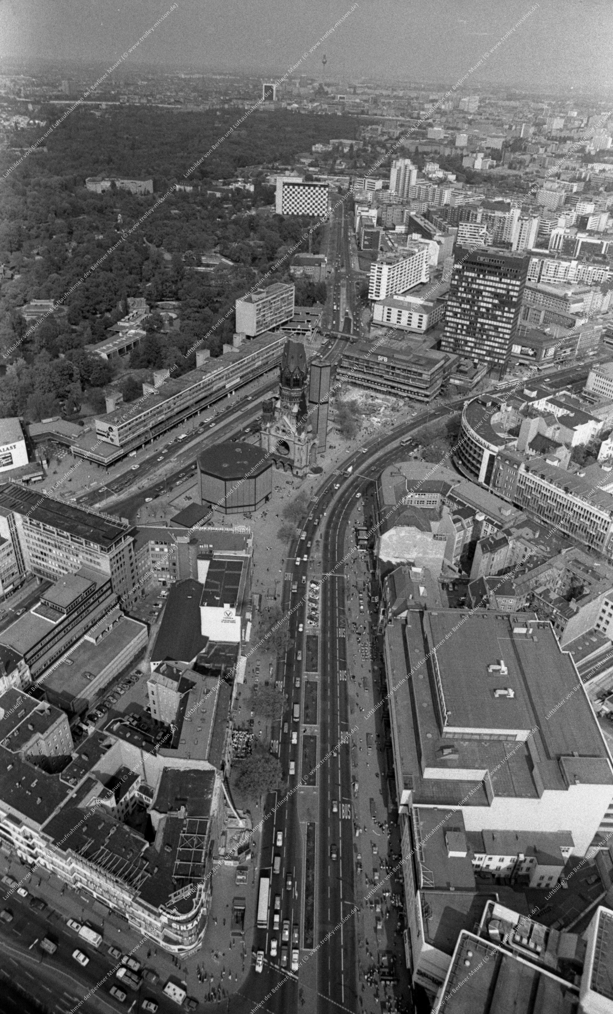 Luftaufnahme Kaiser-Wilhelm-Gedächtniskirche vom 9. März 1982 (Bild 104)