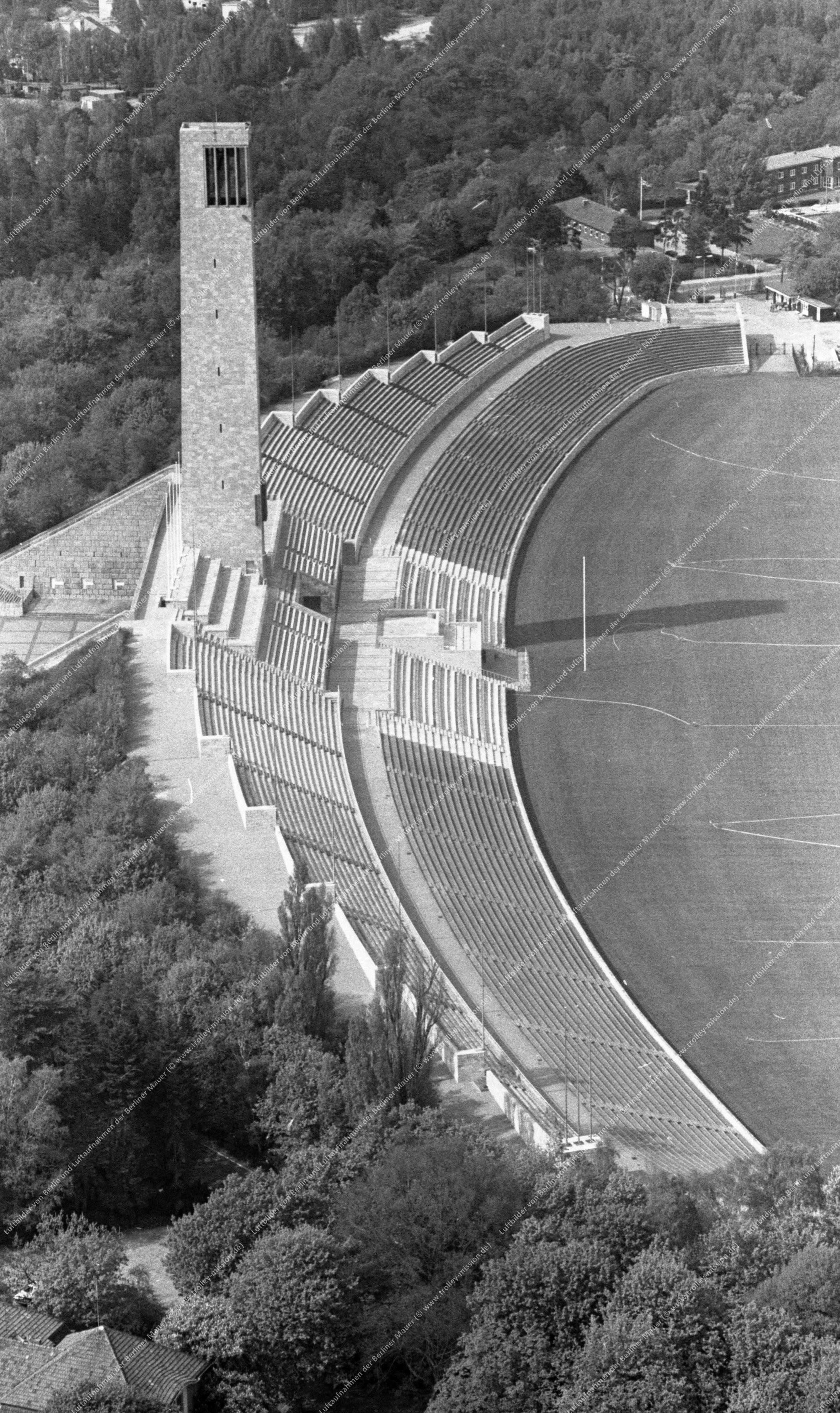 Luftaufnahme vom Berliner Olympiagelände (Reichssportfeld) vom 12. Mai 1982 (Bild 081)