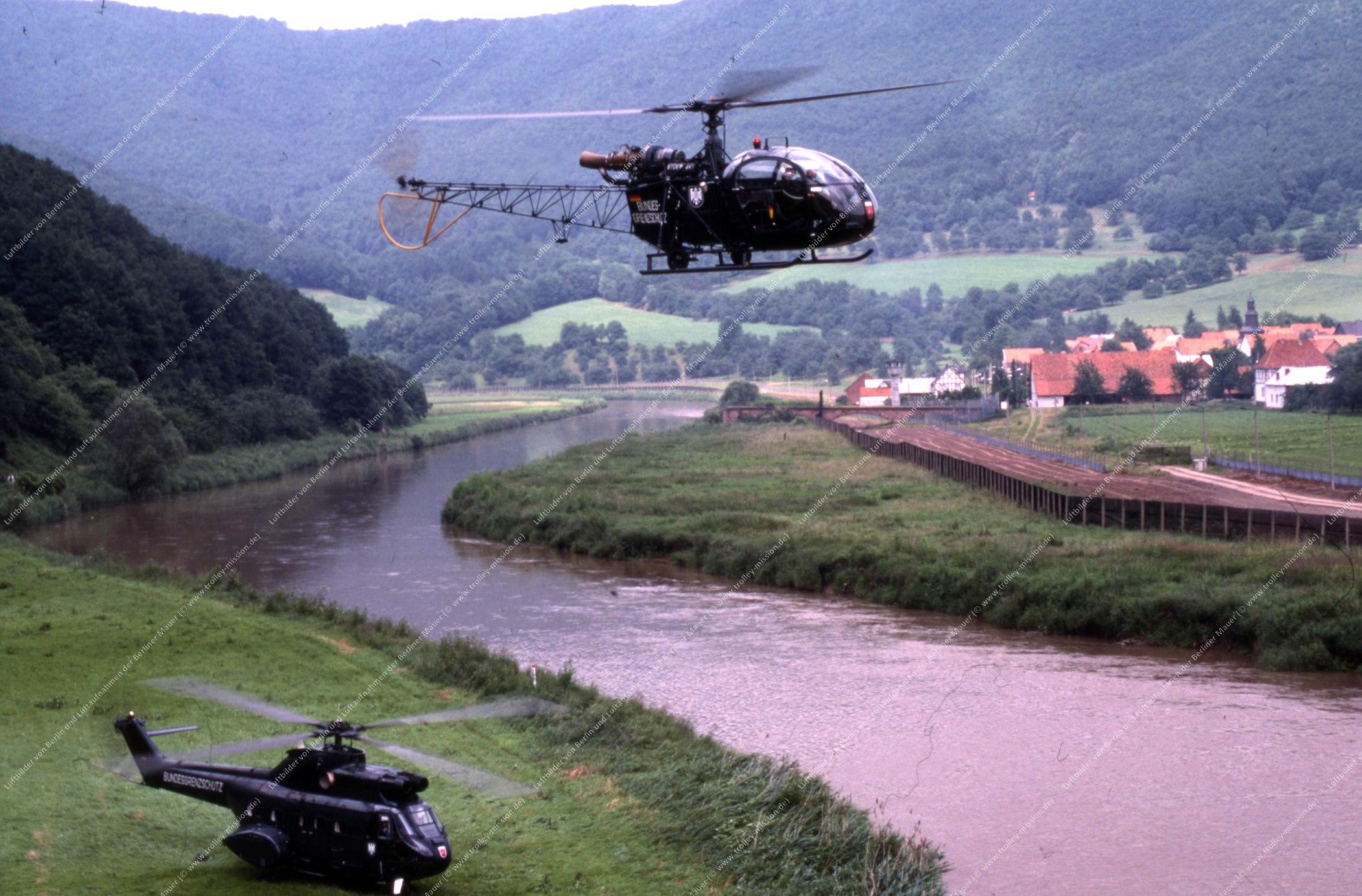 Vermutlich innerdeutsche Grenze (BRD/DDR) Hubschrauber und Bundesgrenzschutz (Bild 117)