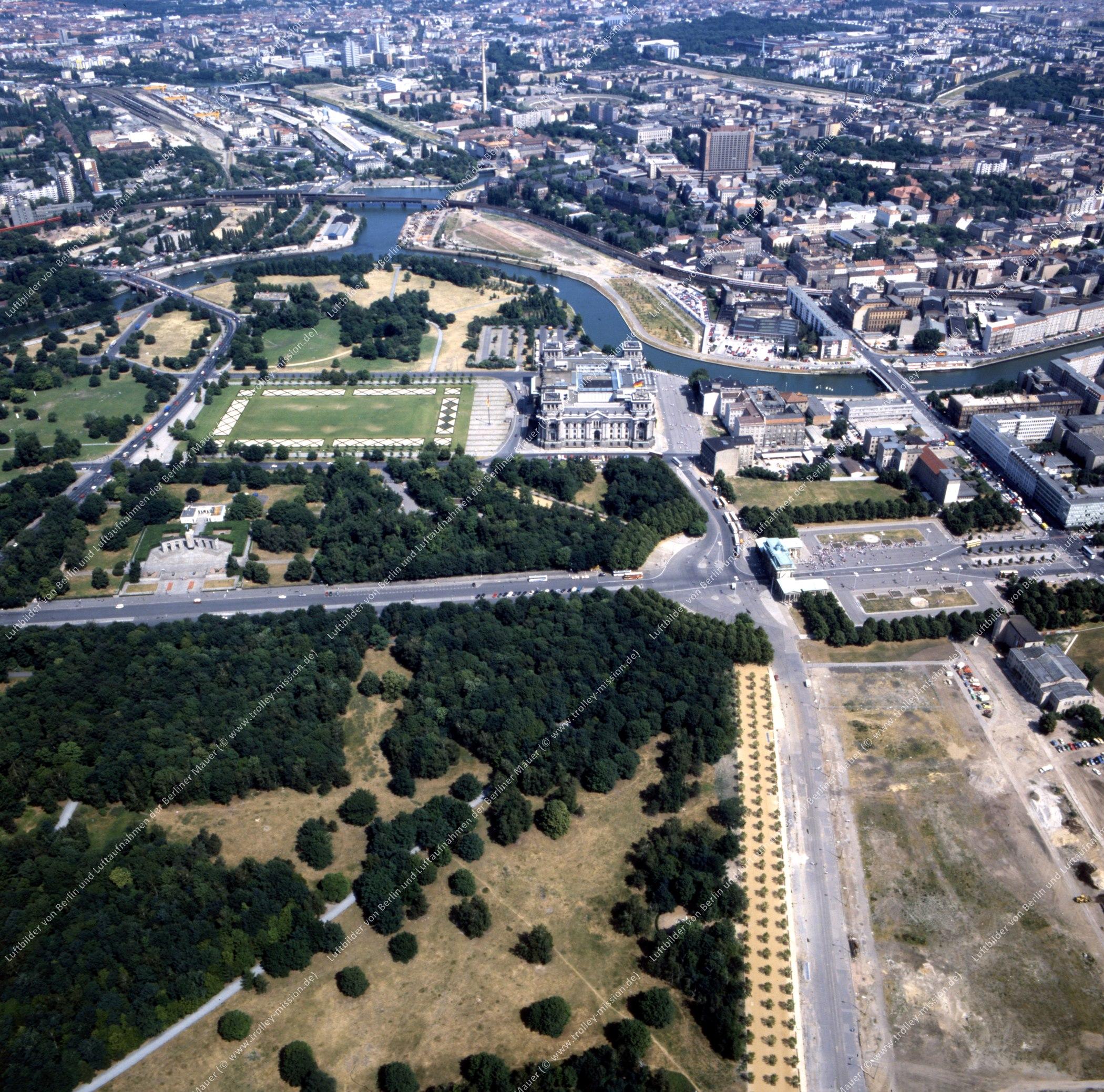 Brandenburger Tor und Reichstag - Rundflug (Luftbild) nach der deutschen Wiedervereinigung (Bild 132)
