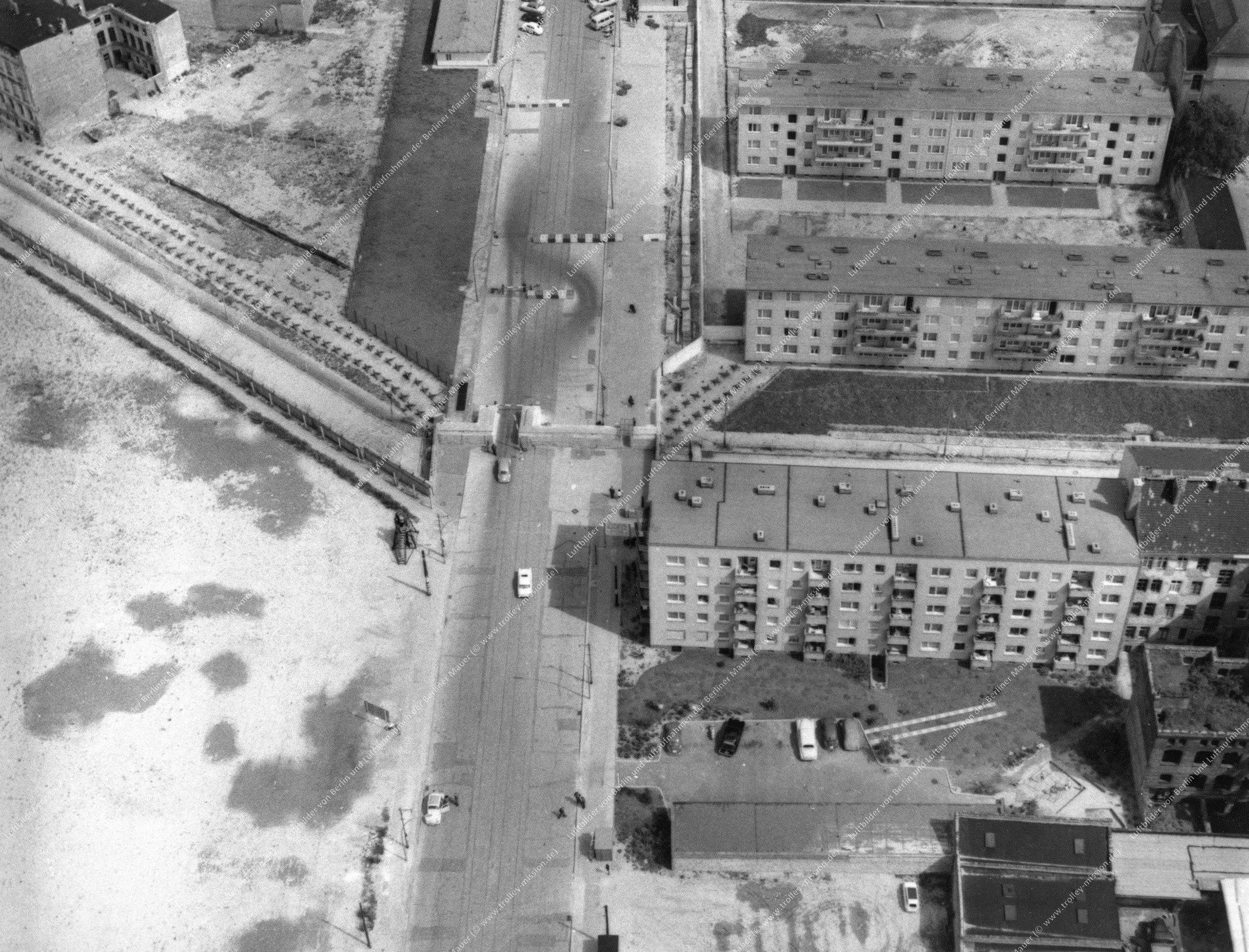 Berlin Luftaufnahme - Unbekannte Grenze und Straße (Bild 022)