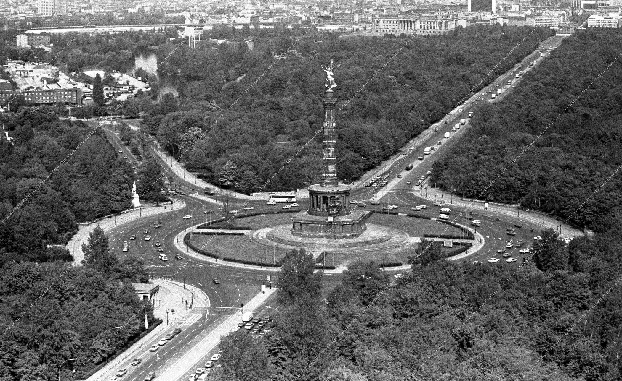 Berlin Luftbild Siegessäule am Großen Stern vom 12. Mai 1982 (Bild 052)