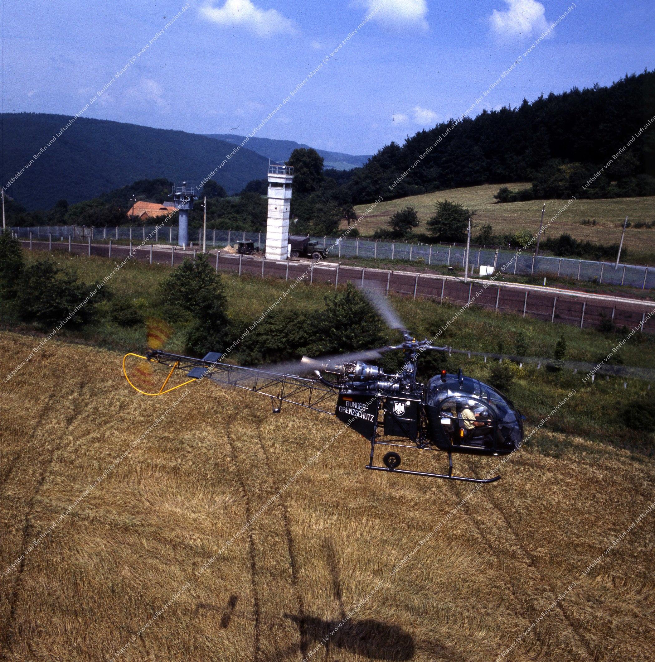 Vermutlich innerdeutsche Grenze (BRD/DDR) Hubschrauber und Bundesgrenzschutz (Bild 119)