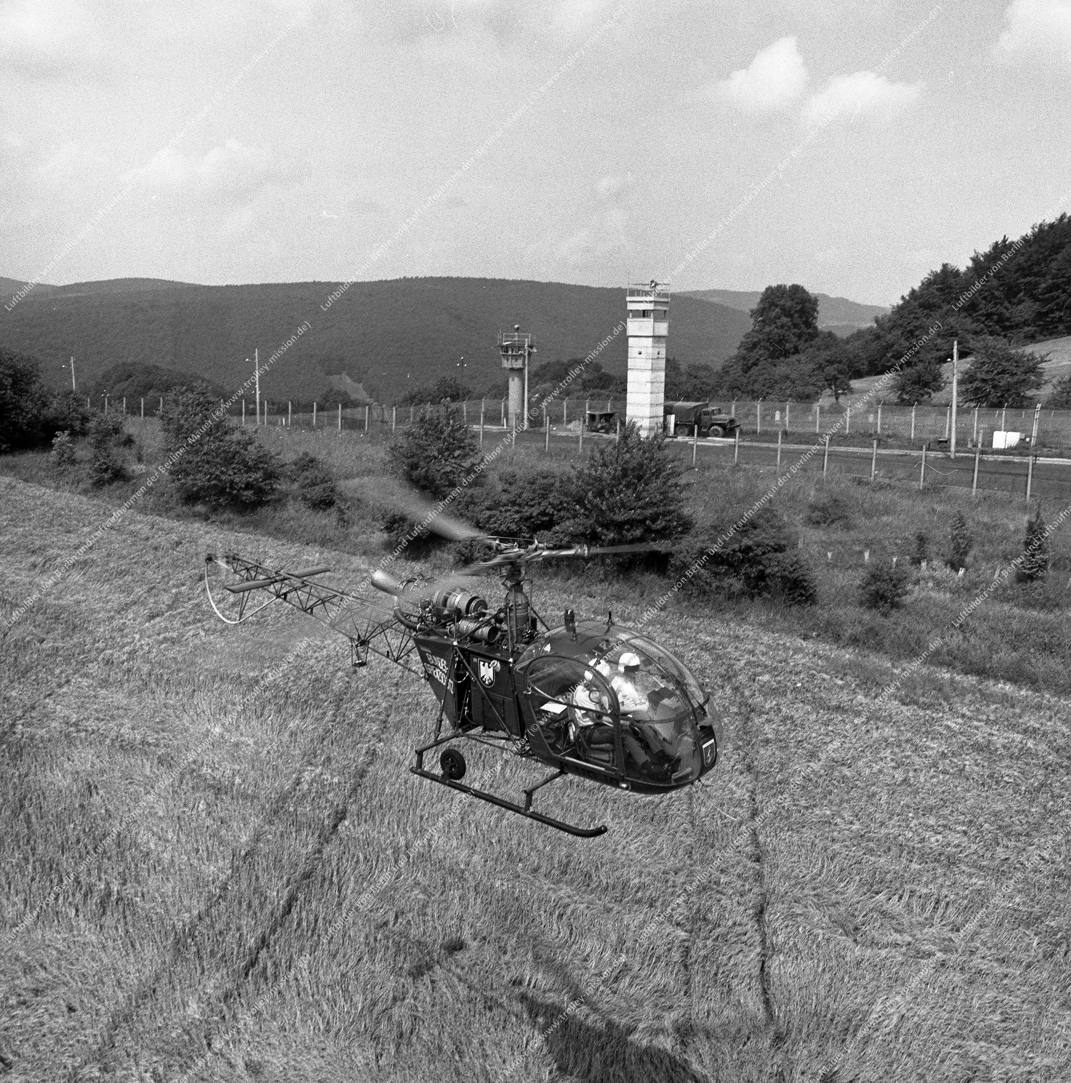 Vermutlich innerdeutsche Grenze (BRD/DDR) Hubschrauber und Bundesgrenzschutz (Bild 114)