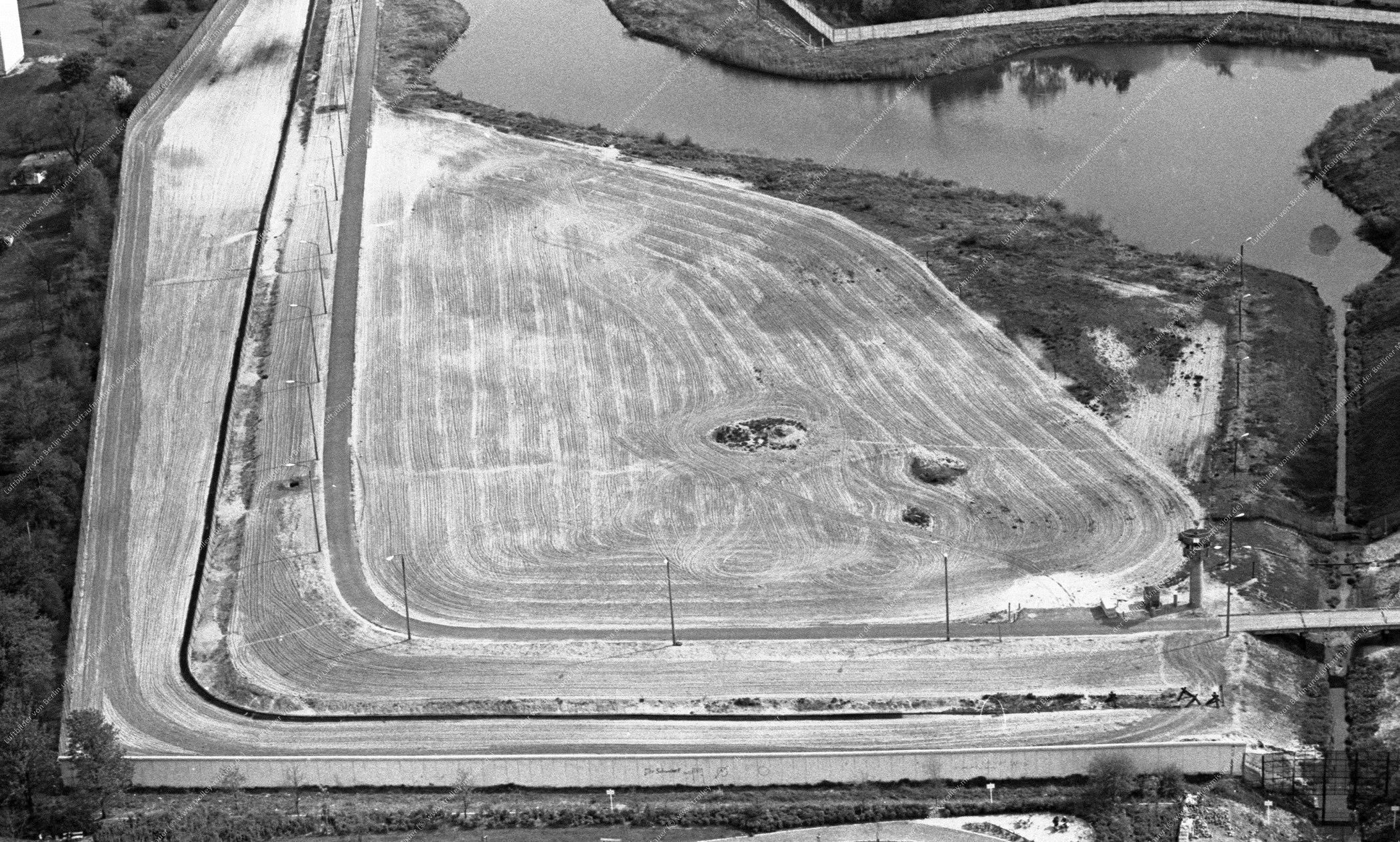 Berlin Luftaufnahme vom 12. Mai 1982 - Unbekannter Abschnitt der Berliner Mauer bzw. Grenze zur DDR (Bild 060)