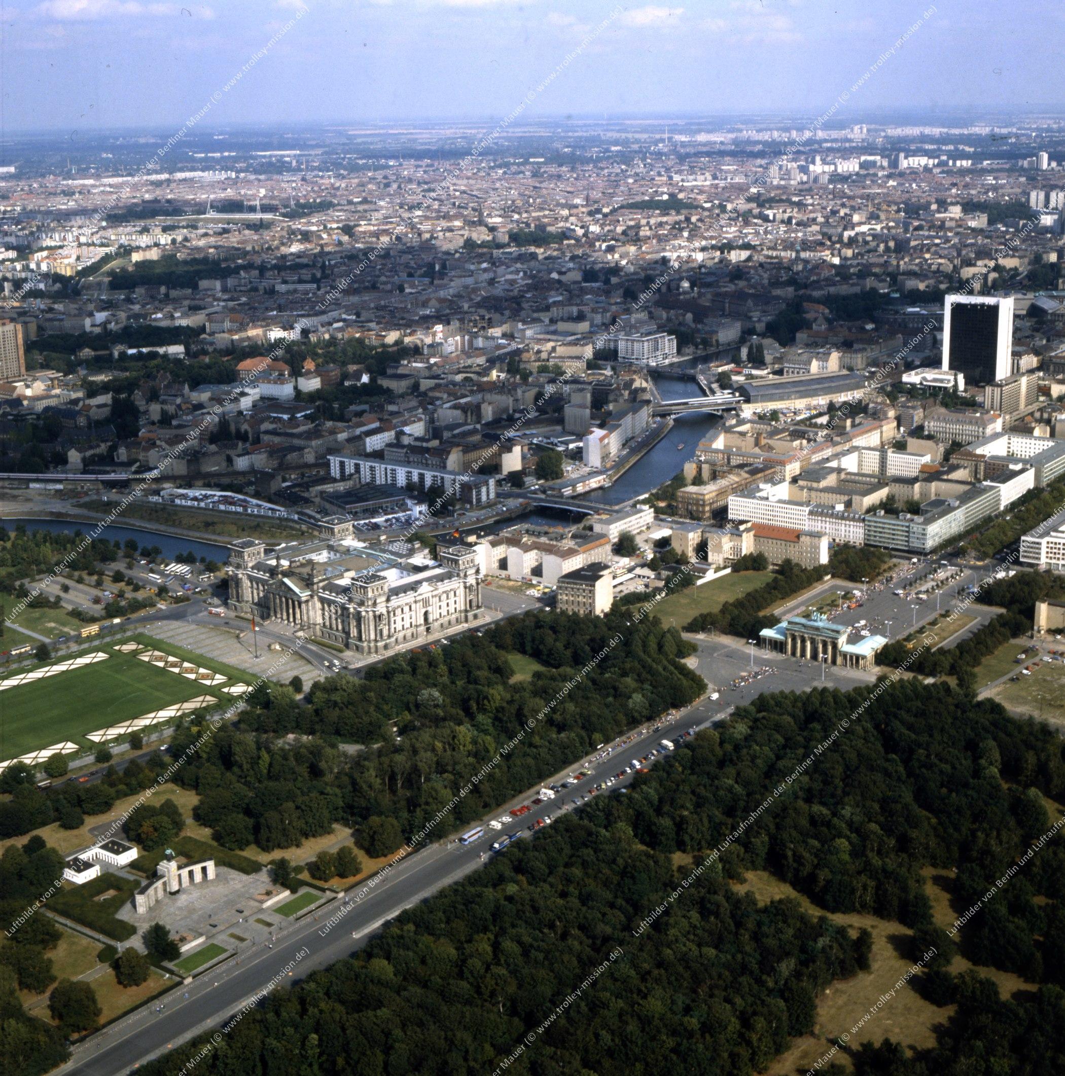 Brandenburger Tor und Reichstag - Rundflug (Luftbild) nach der deutschen Wiedervereinigung (Bild 136)