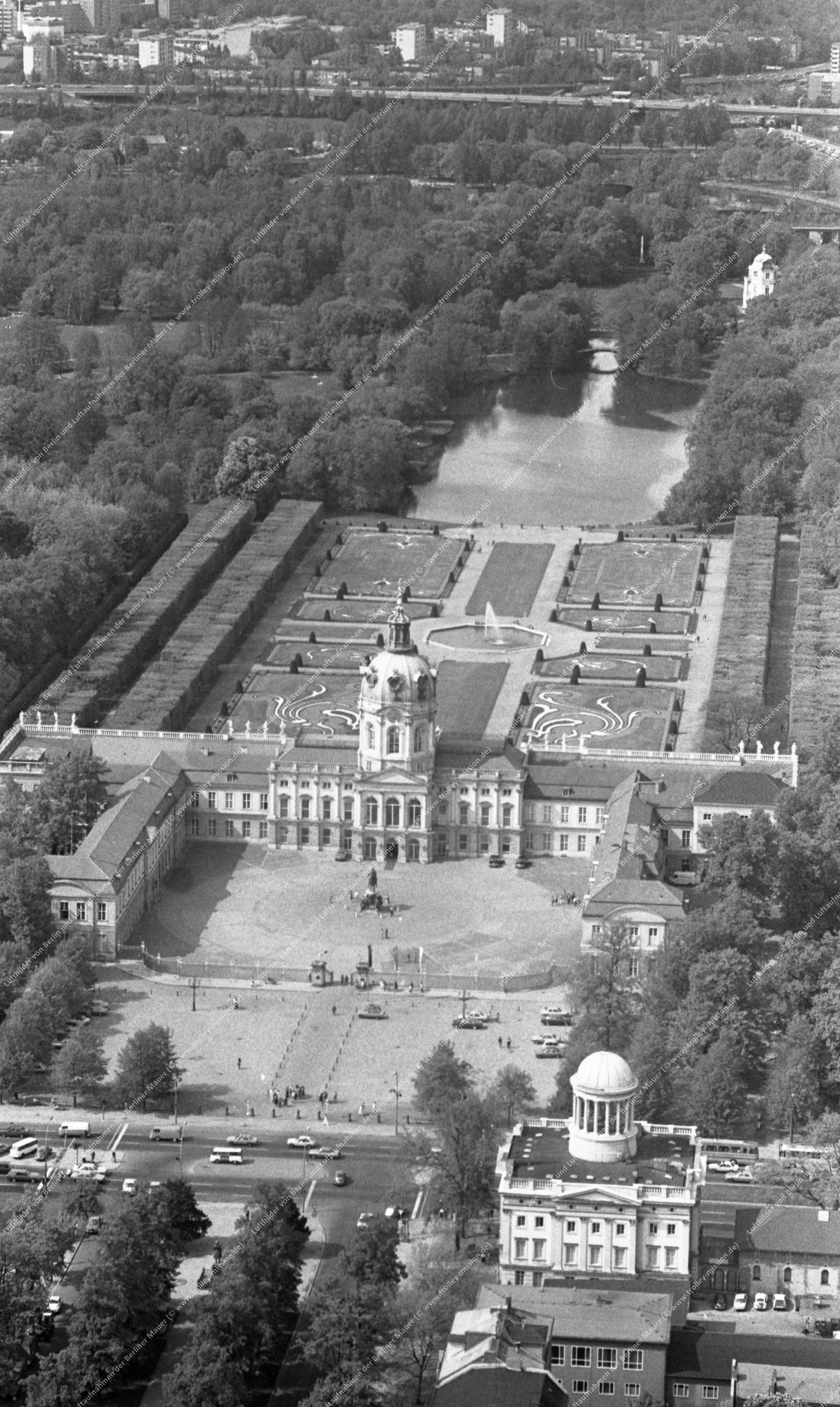 Berlin Luftbild Schloß Charlottenburg vom 12. Mai 1982 (Bild 069)