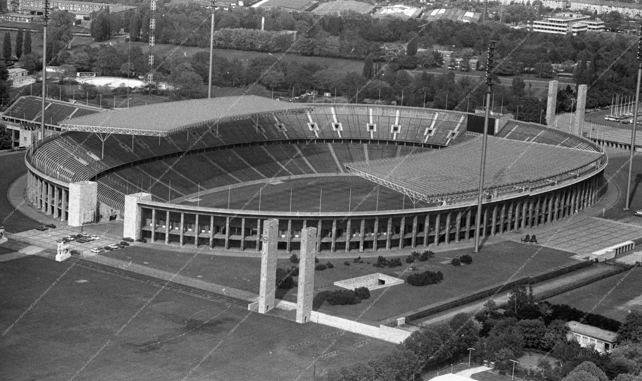 Luftaufnahme vom Berliner Olympiagelände (Reichssportfeld) vom 12. Mai 1982 (Bild 080)