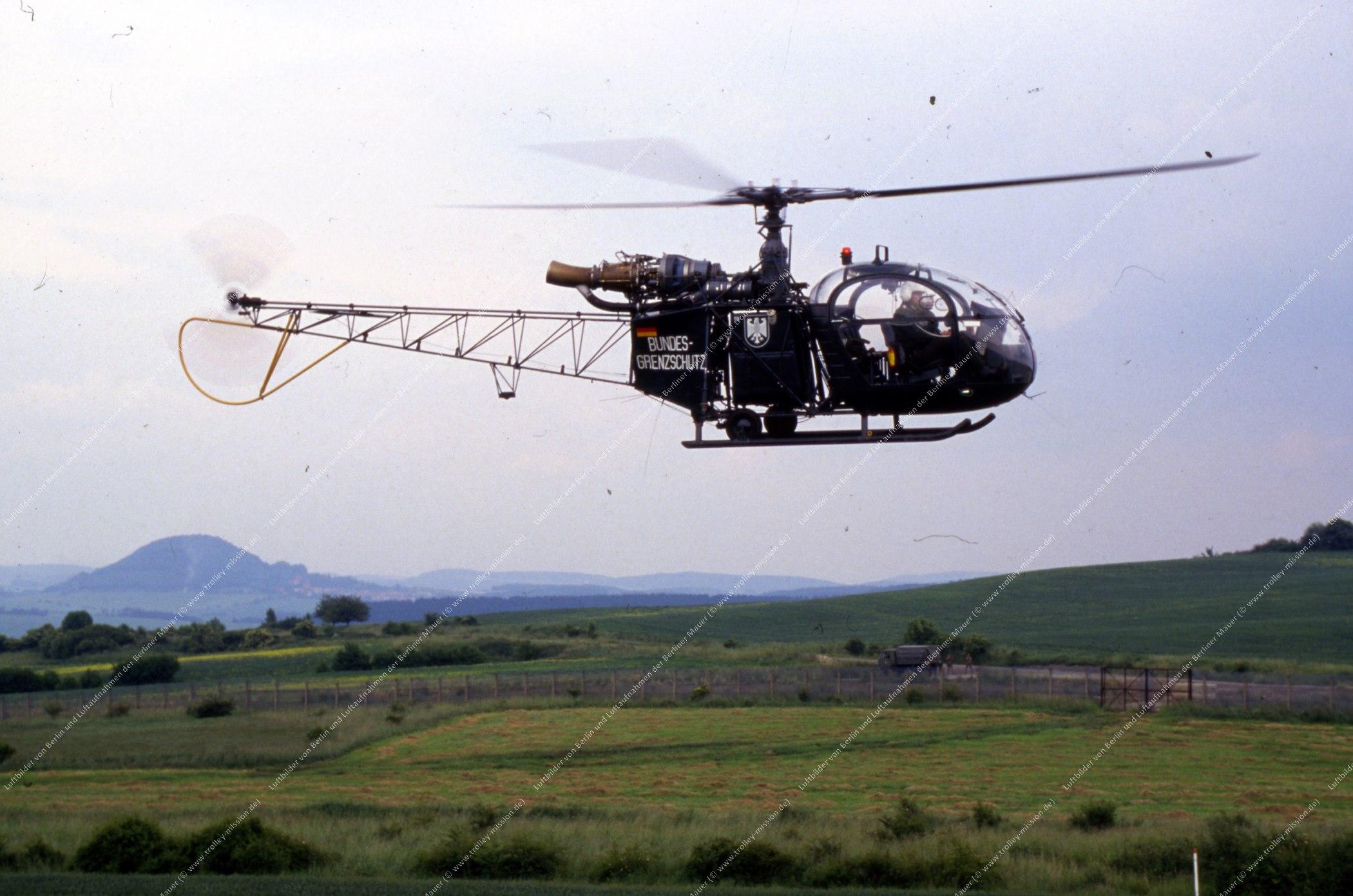 Vermutlich innerdeutsche Grenze (BRD/DDR) Hubschrauber und Bundesgrenzschutz (Bild 116)