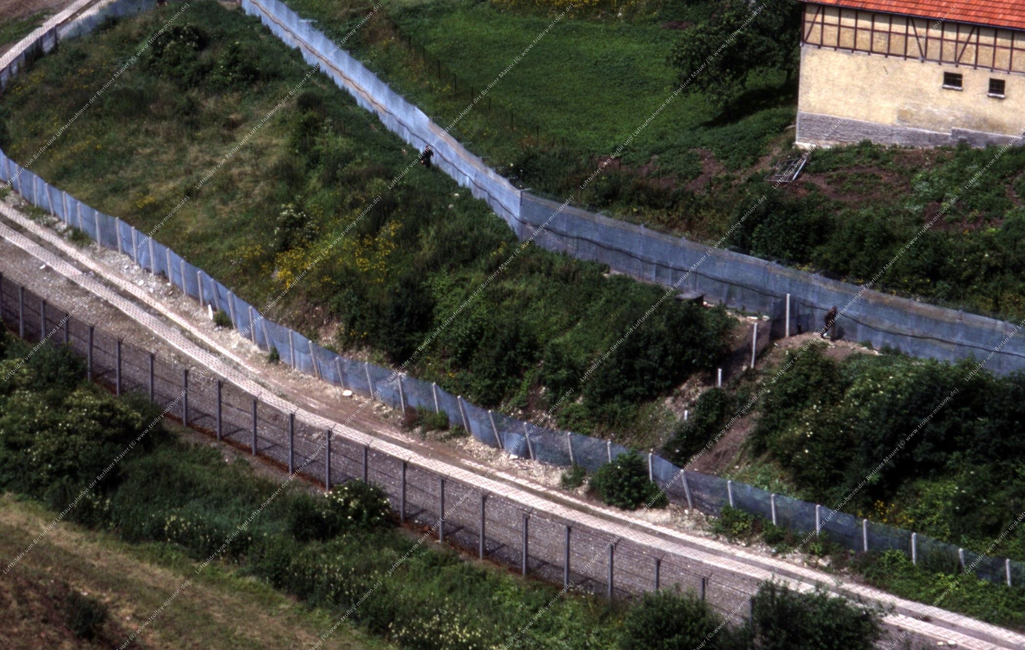 Vermutlich innerdeutsche Grenze (BRD/DDR) Hubschrauber und Bundesgrenzschutz (Bild 122)