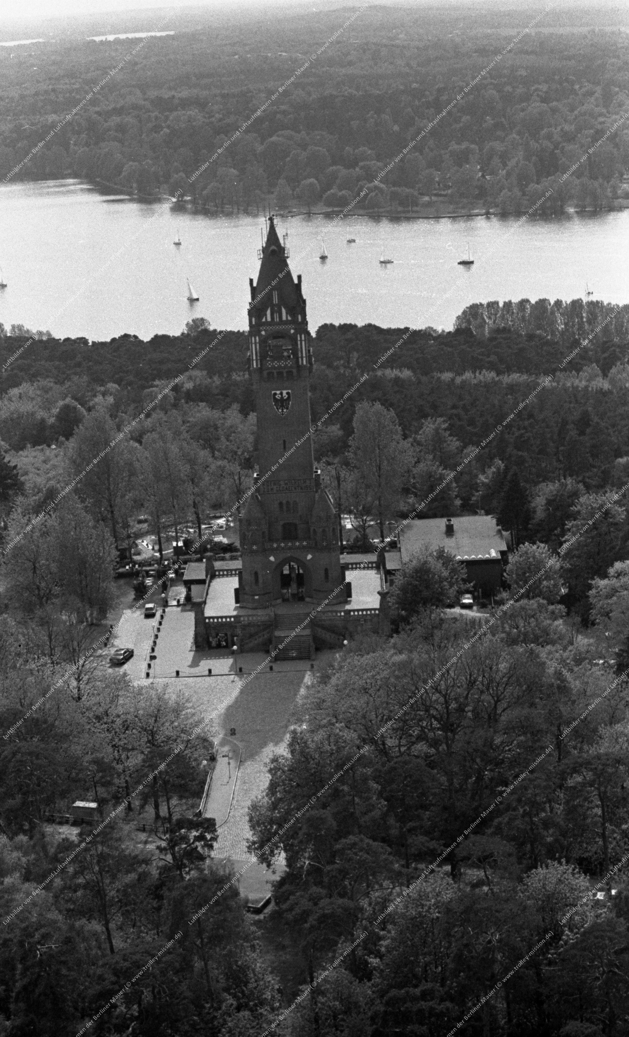 Berlin Luftbildaufnahme Grunewaldturm vom 12. Mai 1982 (Bild 109)
