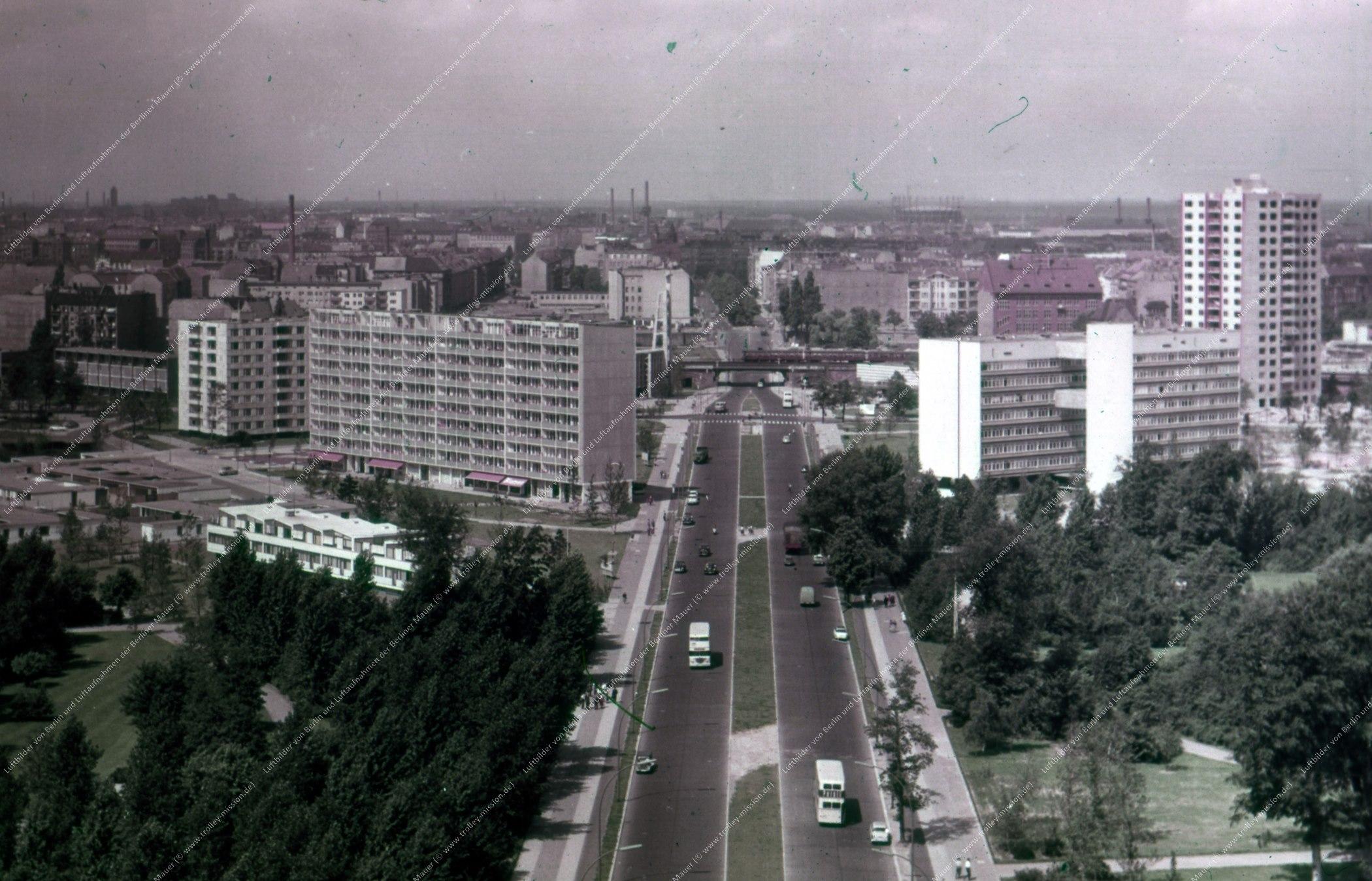Bild der Altonaer Straße an der Siegessäule mit Blick zur U-Bahn-Station Hansaplatz (Bild 112)